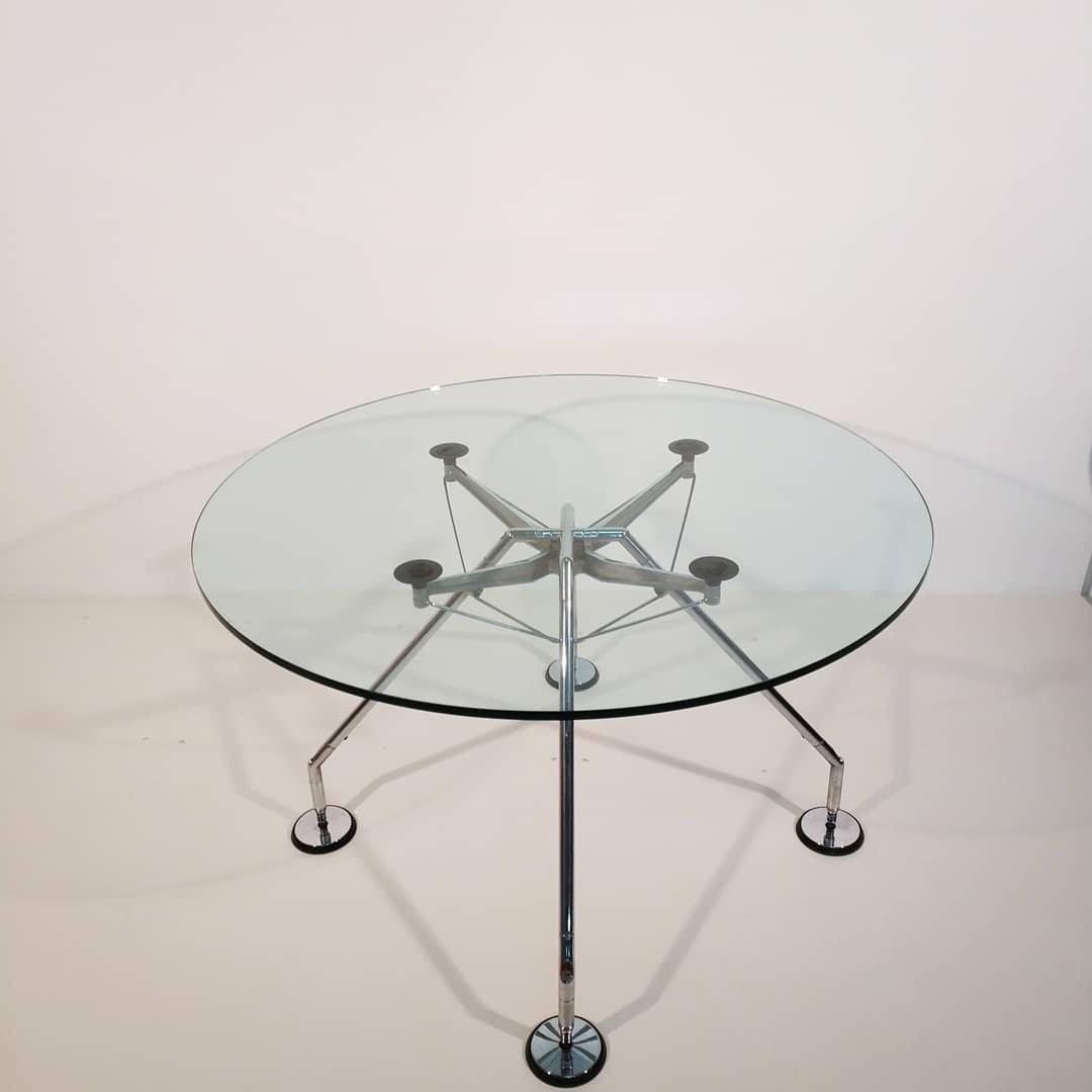 runder vintage tisch von norman foster f r tecno bei pamono kaufen. Black Bedroom Furniture Sets. Home Design Ideas