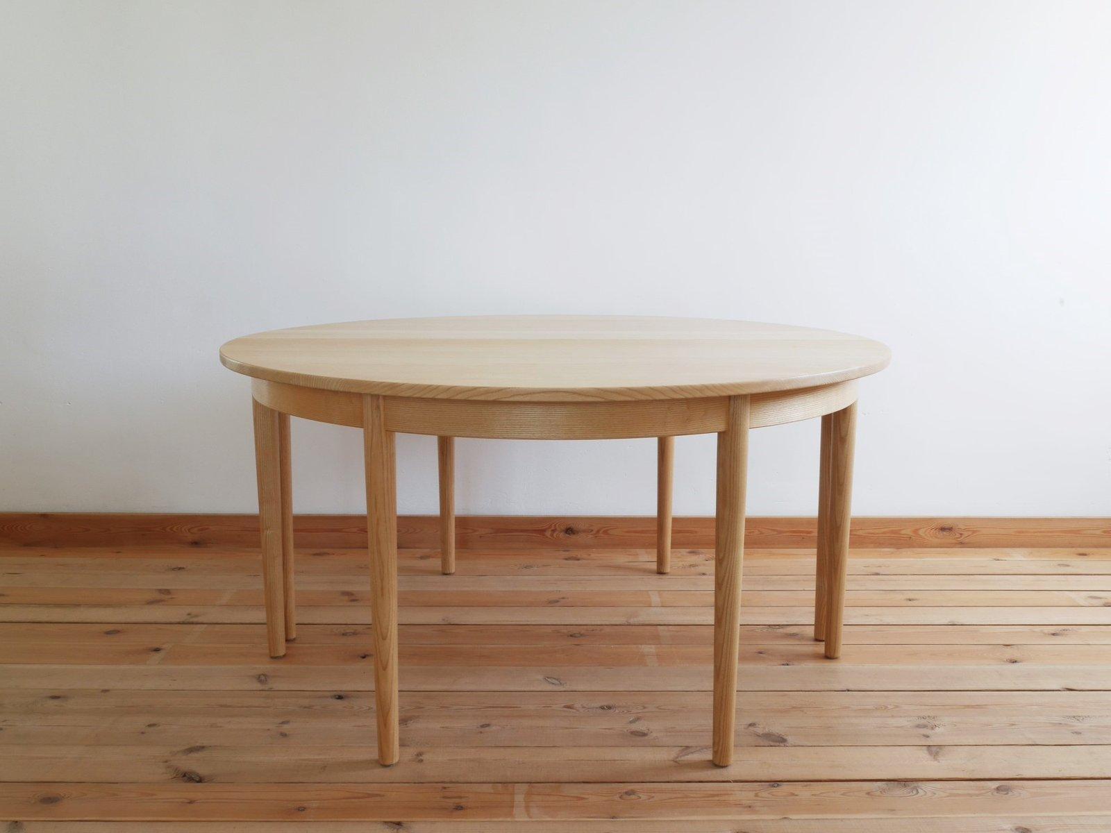 Runder dänischer Tisch von H.J. Wegner für PP Møbler, 1970er