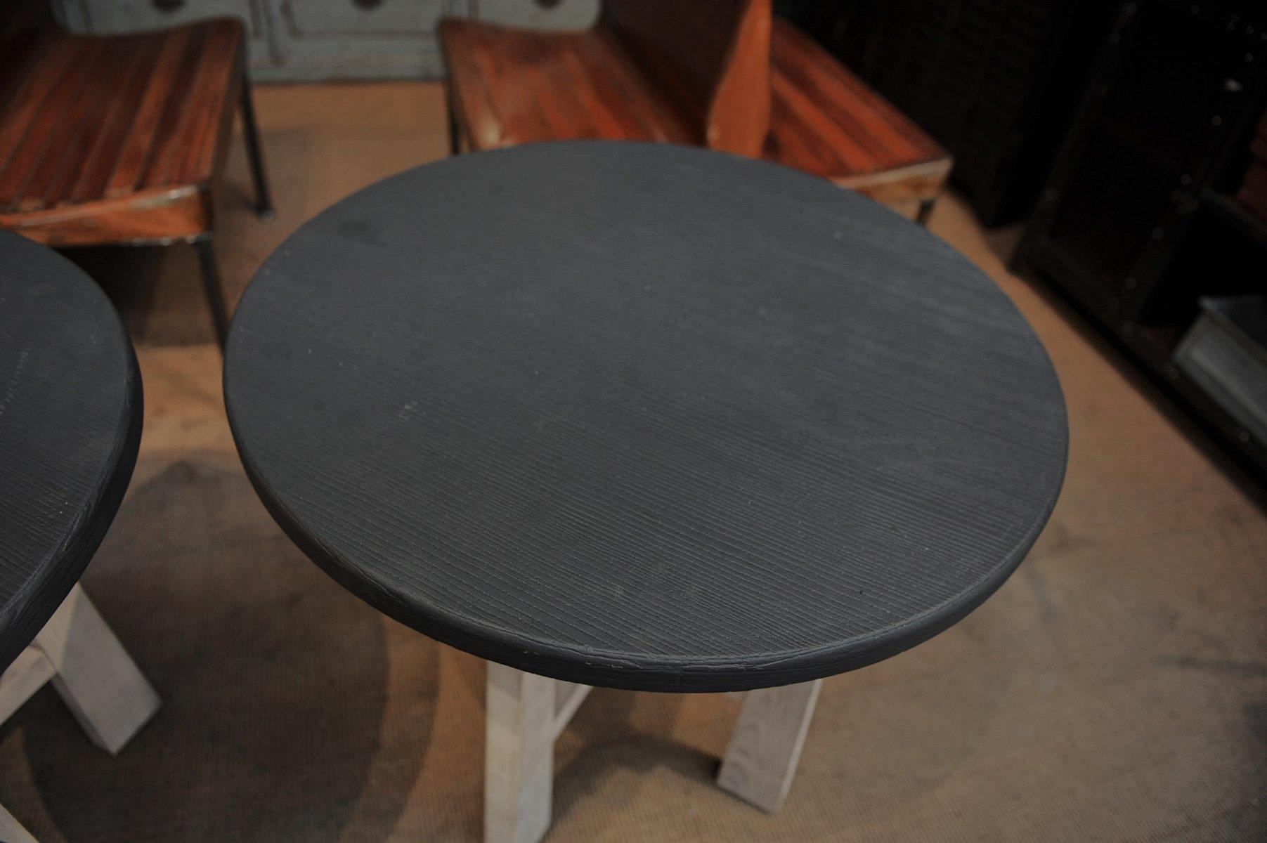 Runde Tische aus Buche & Ulmenholz, 1960er, 2er Set bei Pamono kaufen