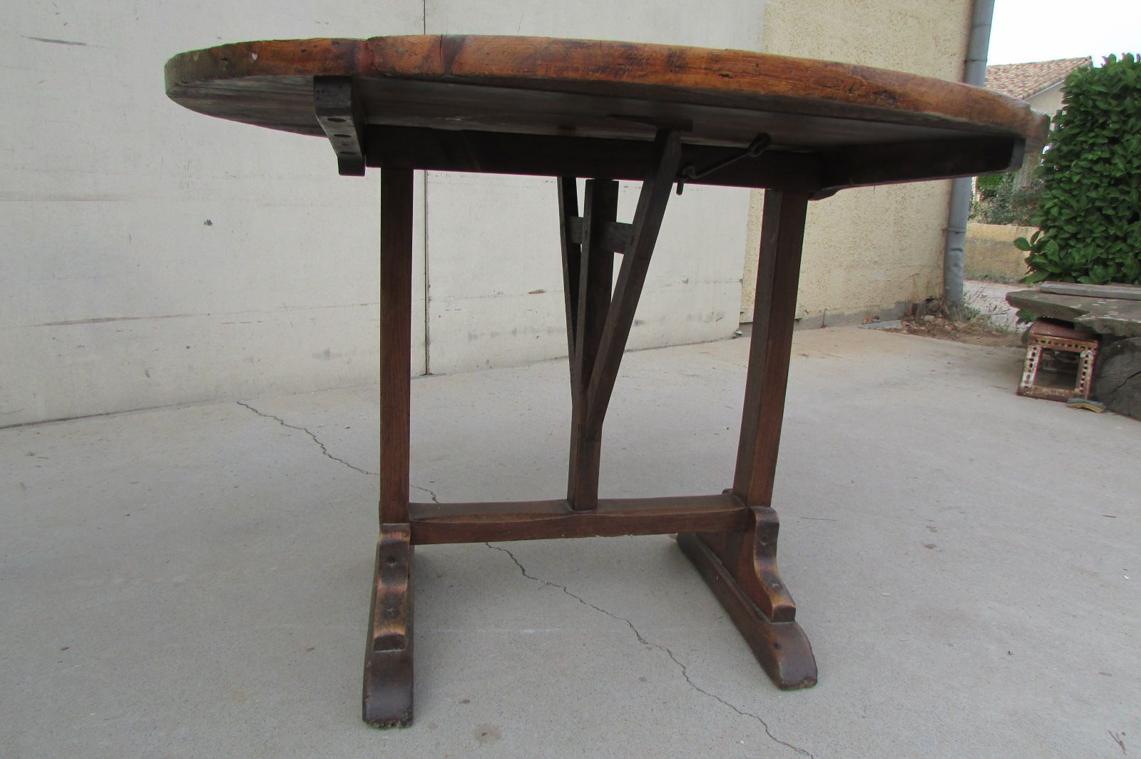 antique french round table for sale at pamono. Black Bedroom Furniture Sets. Home Design Ideas