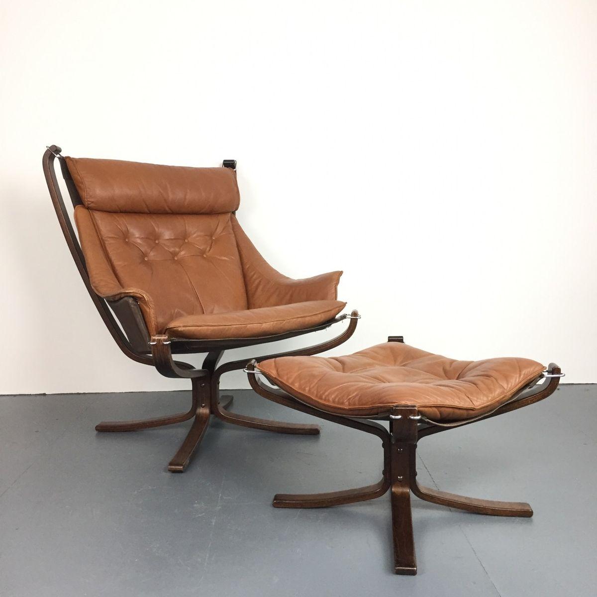 Kamelfarbener Vintage Falcon Chair aus Leder & Palisander mit Fußhocke...