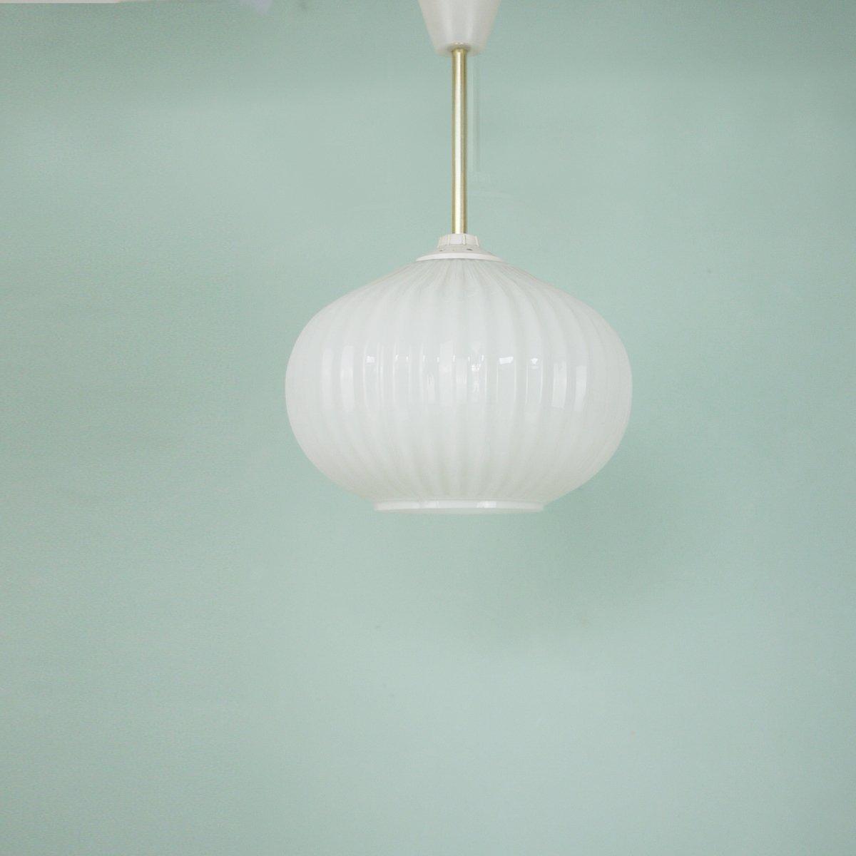 Italienische Deckenlampe aus Opalglas, 1960er