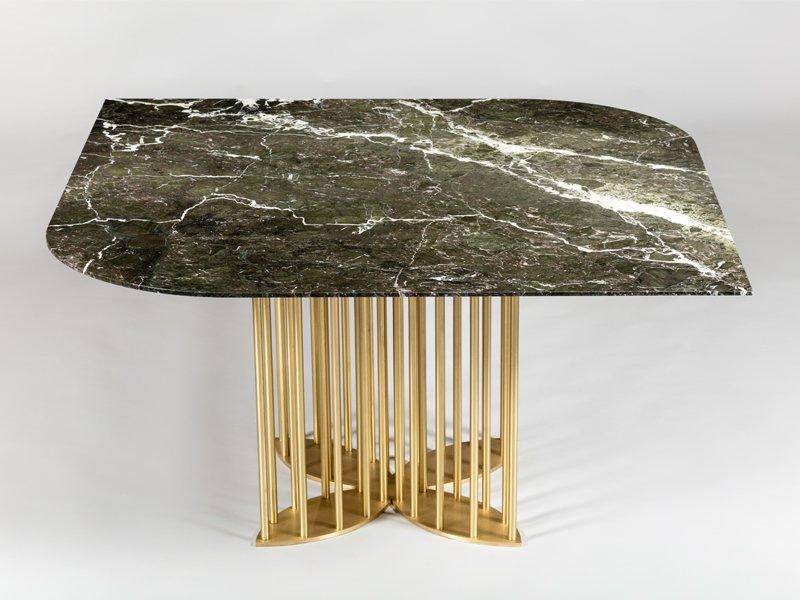 Naiad Esstisch aus Verde-Levanto Marmor & Messing von Naz Yologlu für ...