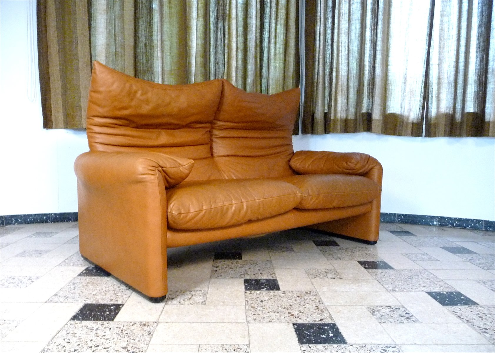 maralunga 2 sitzer ledersofa von vico magistretti f r cassina 1970er bei pamono kaufen. Black Bedroom Furniture Sets. Home Design Ideas