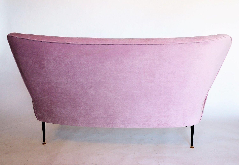 italienisches mid century samt sofa in rosa bei pamono kaufen. Black Bedroom Furniture Sets. Home Design Ideas