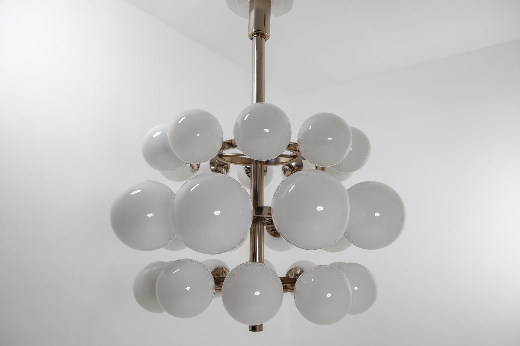 Großer Kronleuchter mit 30 mundgeblasenen Opalglas Kugeln, 1960er