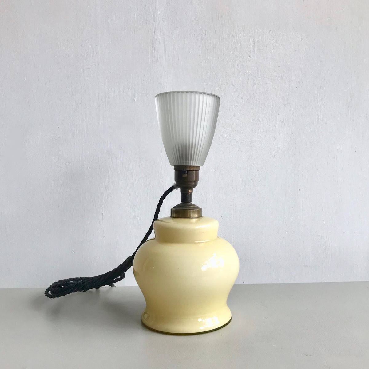Französische Vintage Tischlampe aus gelbem Glas