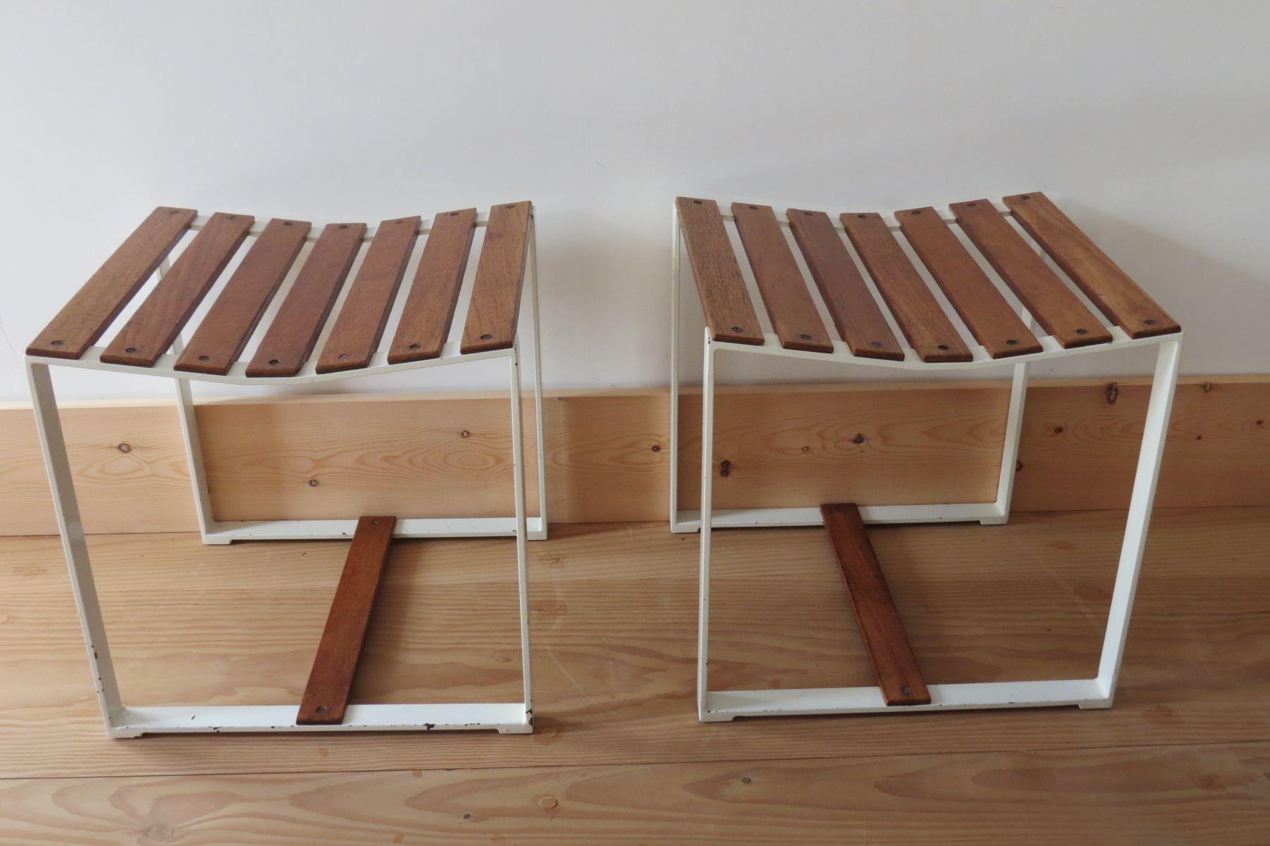 Sgabelli o tavolini in metallo e teak anni 60 set di 2 in vendita