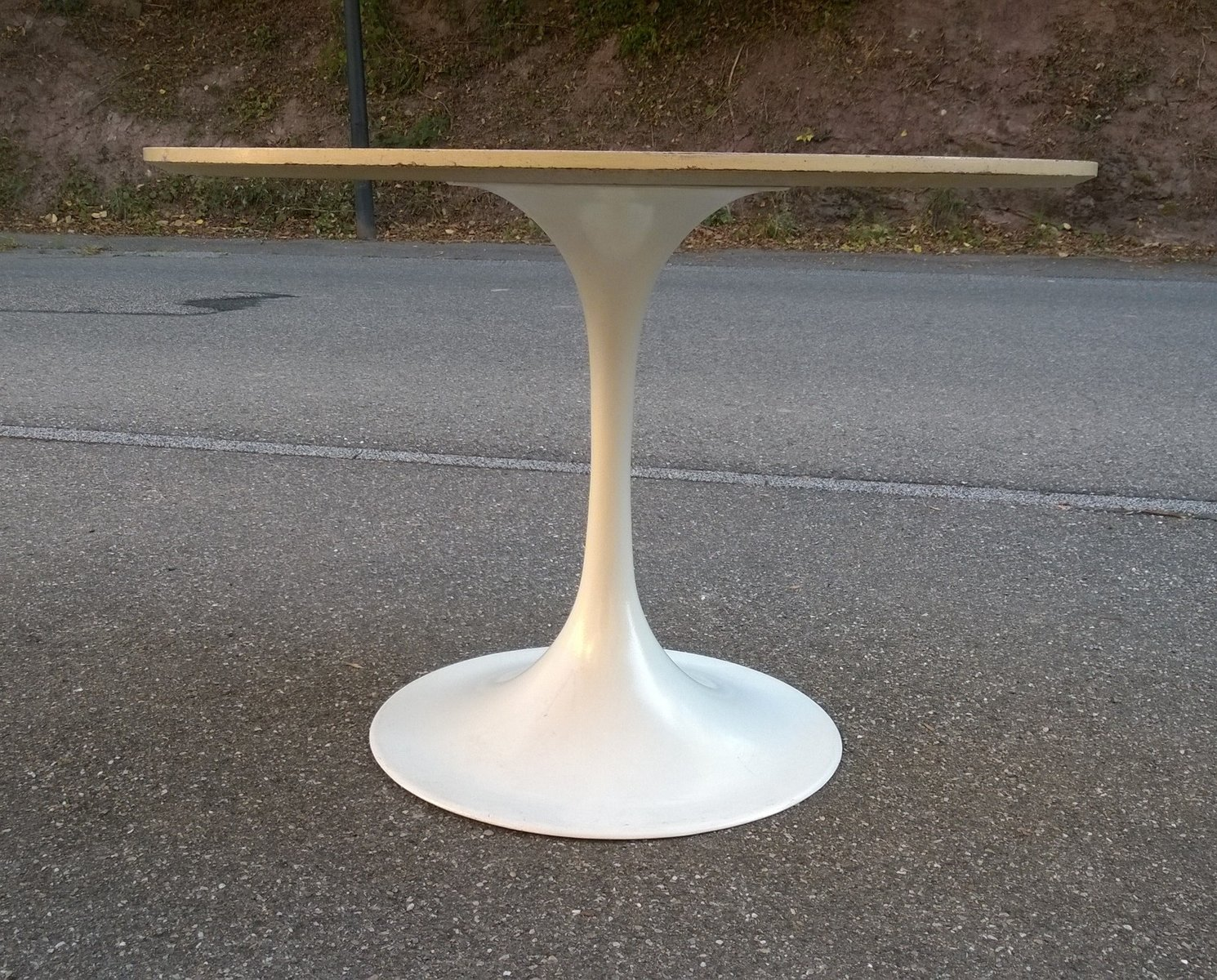 Vintage Tulip Tisch von Eero Saarinen