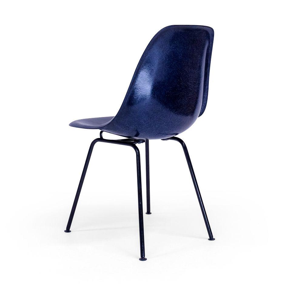 dsx stuhl mit dunkelblauen schwarzem fu von charles ray eames f r herman miller 1950er bei. Black Bedroom Furniture Sets. Home Design Ideas