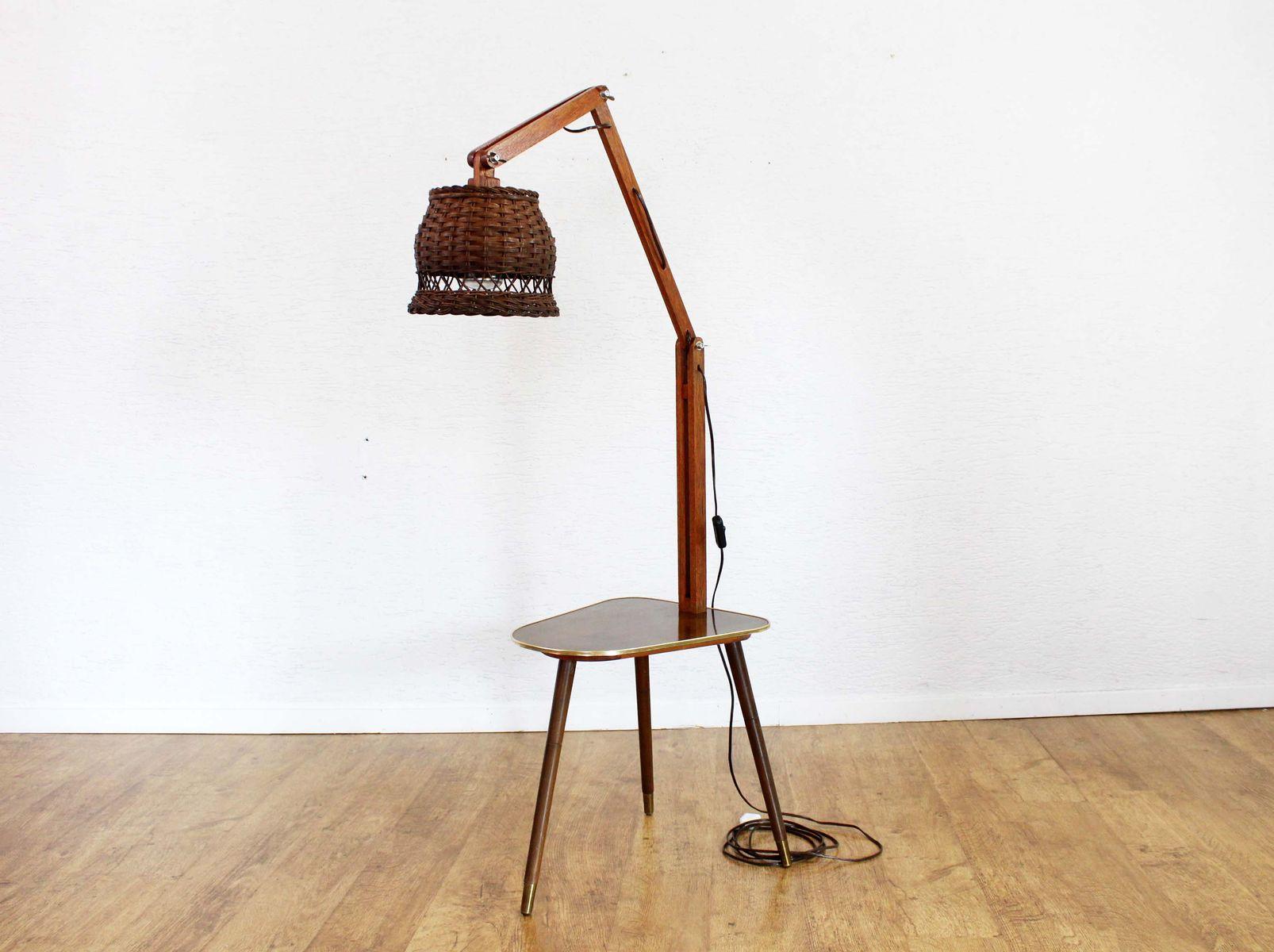 Lampada Vintage Da Terra : Tavolino vintage tripode con lampada da terra integrata in vendita