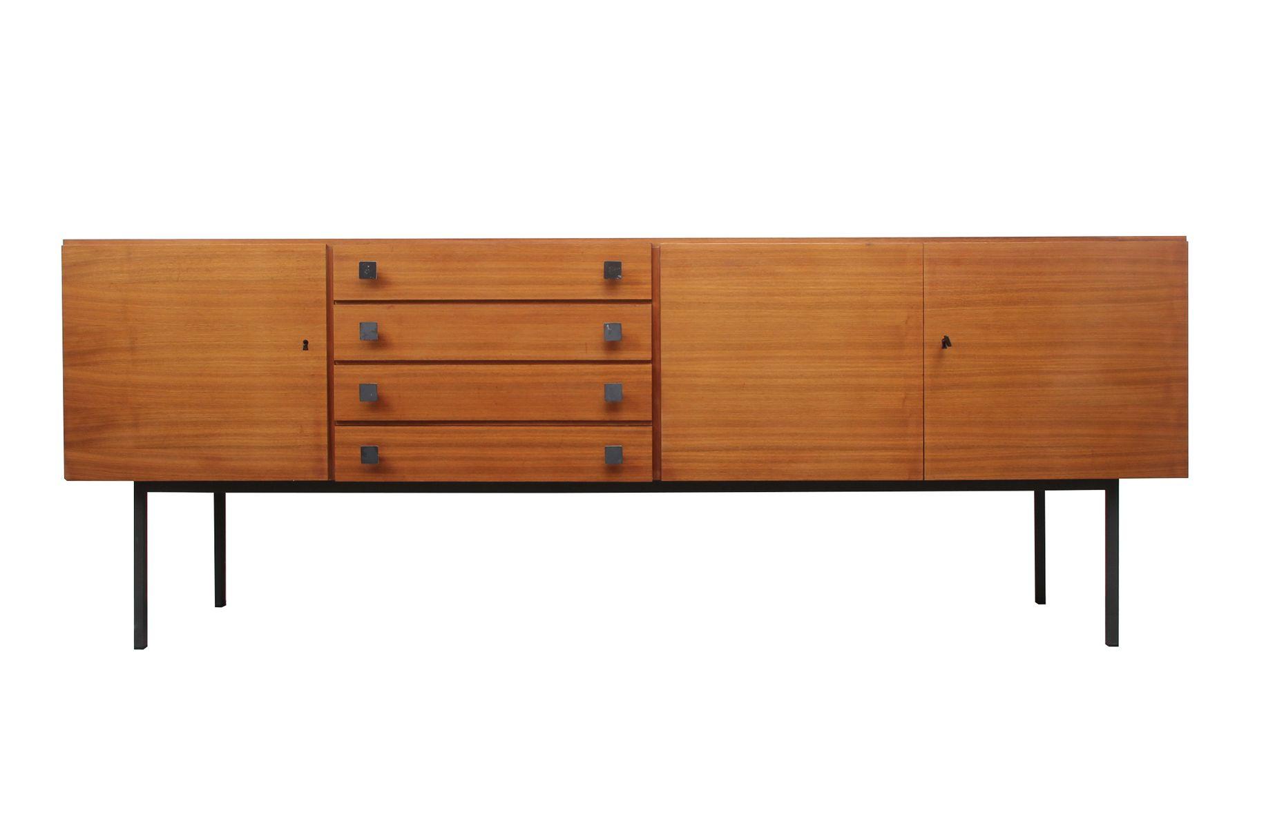 Sideboard aus Nussholz mit Metallbeinen, 1960er