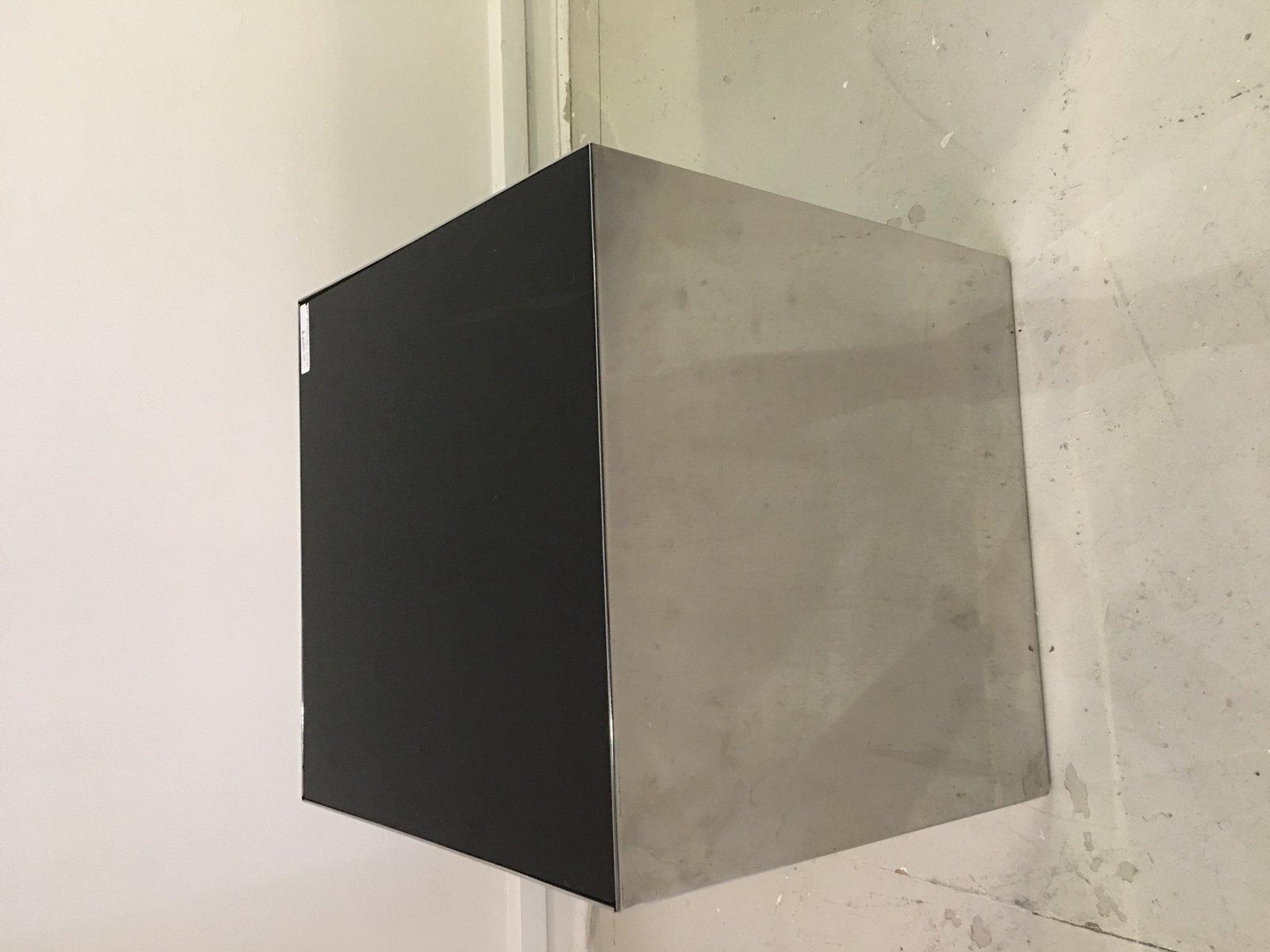 Würfelförmiger italienischer Tisch aus Chrom & Glas