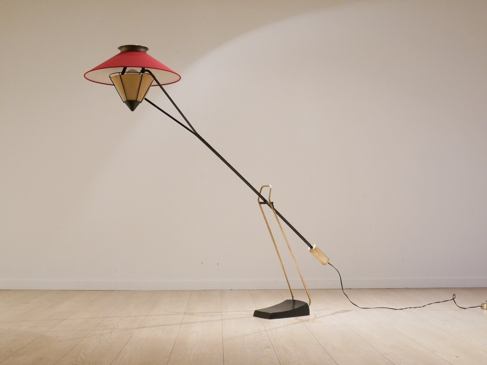 Mid-Century Gegengewicht-Stehlampe von Carl Aubock