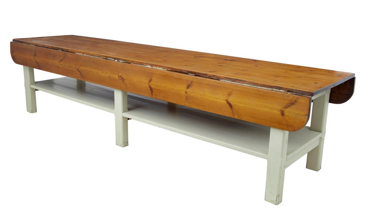 Ausklappbarer antiker Tisch aus massivem Pinienholz