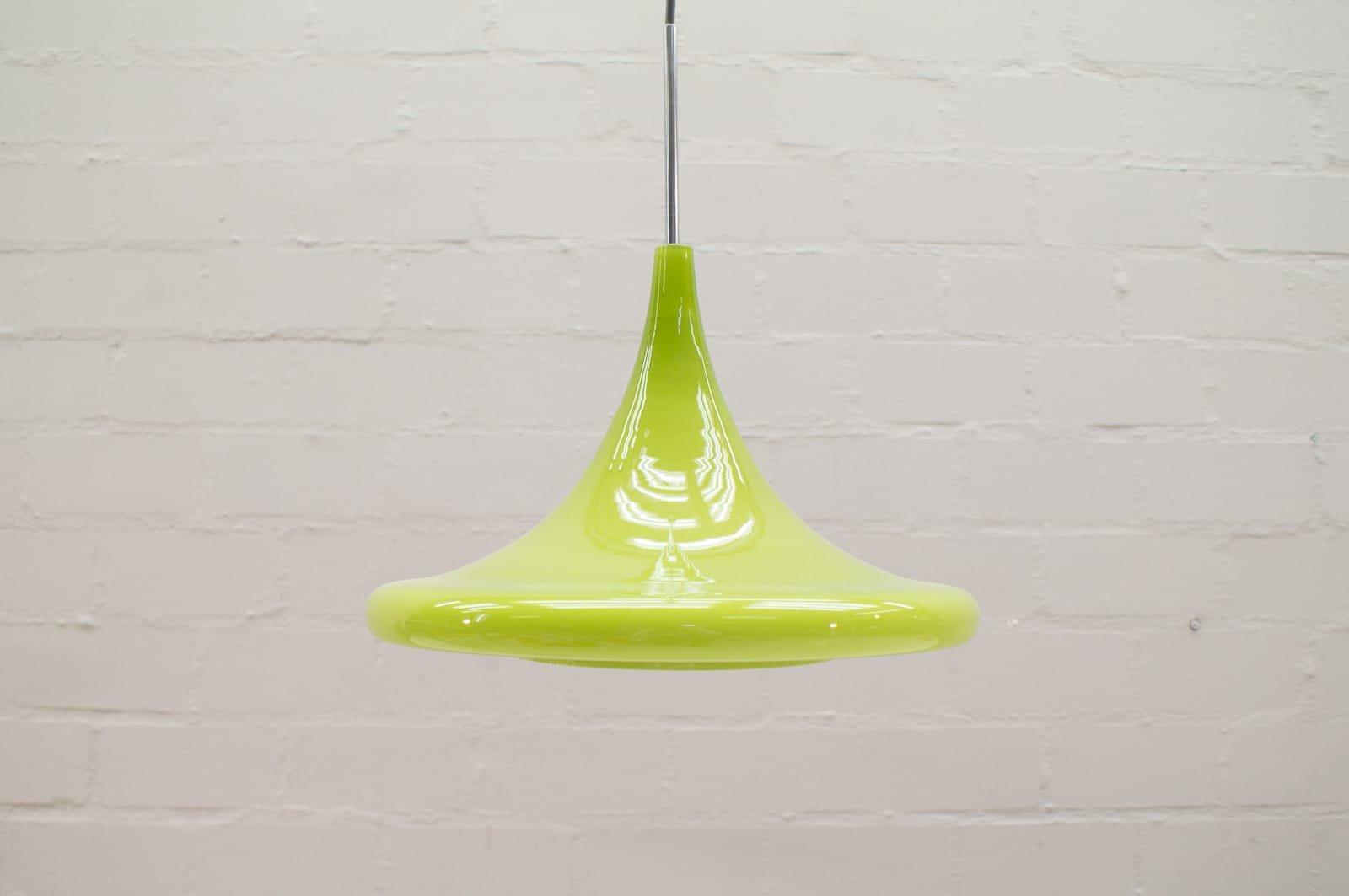 Apfelgrüne tulpenförmige Hängelampe aus Glas von Peill & Putzler, 1960...