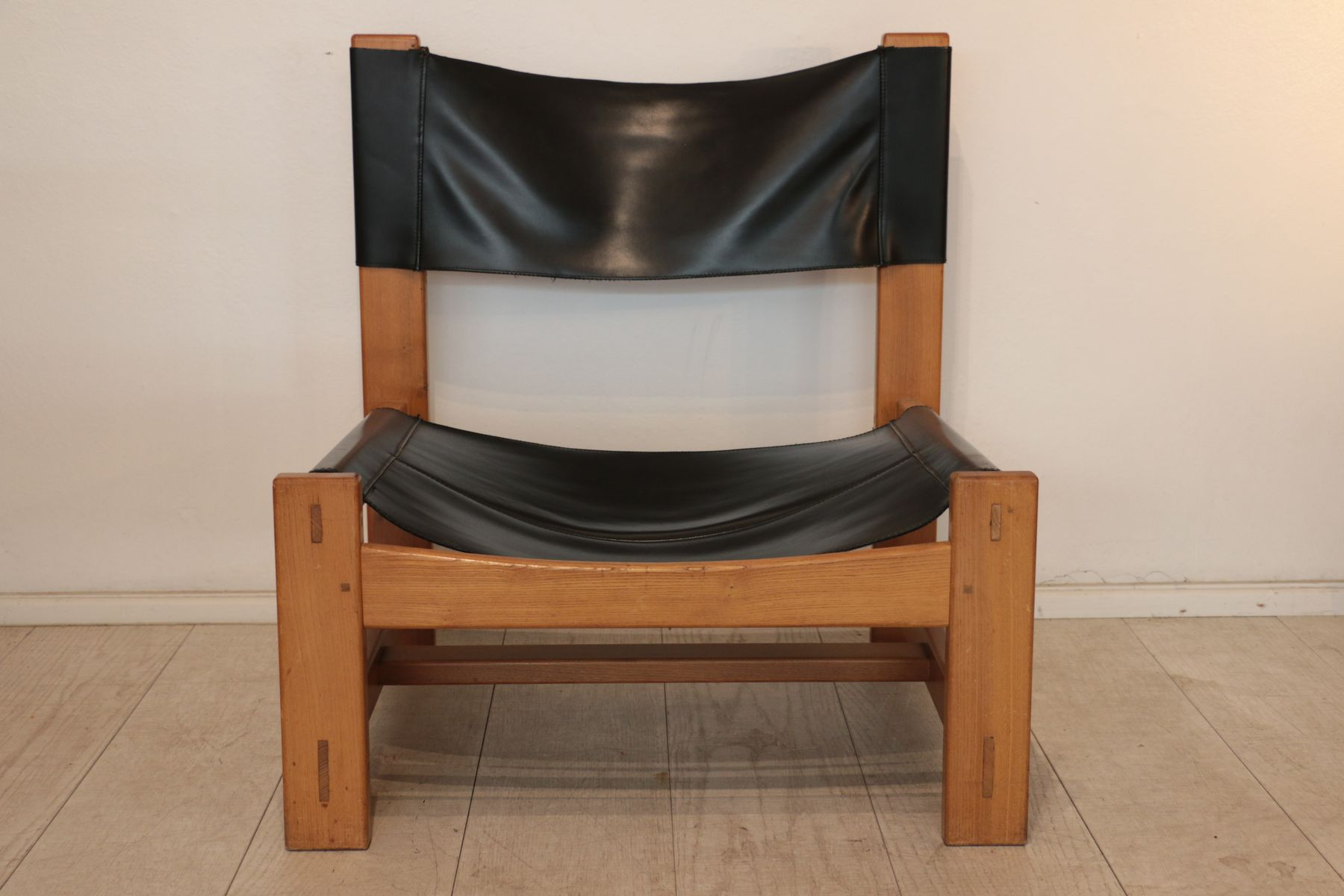 Natural Wood Black Leather Lounge Chairs 1970s Set Of 2 For Sale