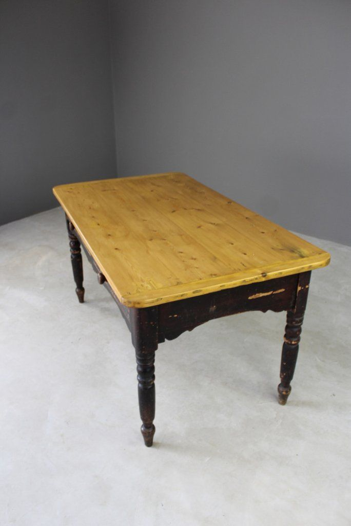 Mesa de cocina rústica antigua de pino en venta en Pamono