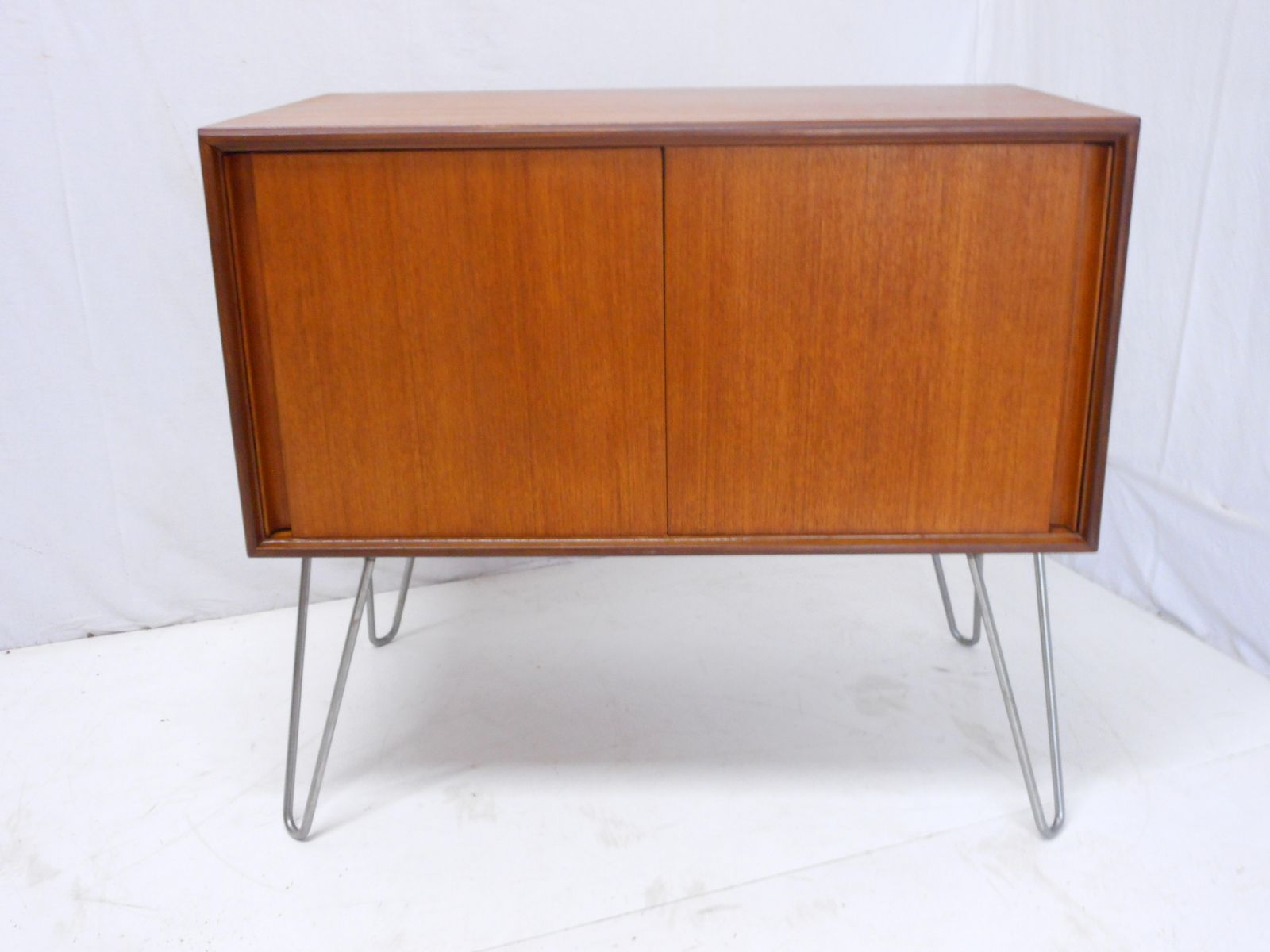 Vintage Sideboard mit Hairpin Füßen