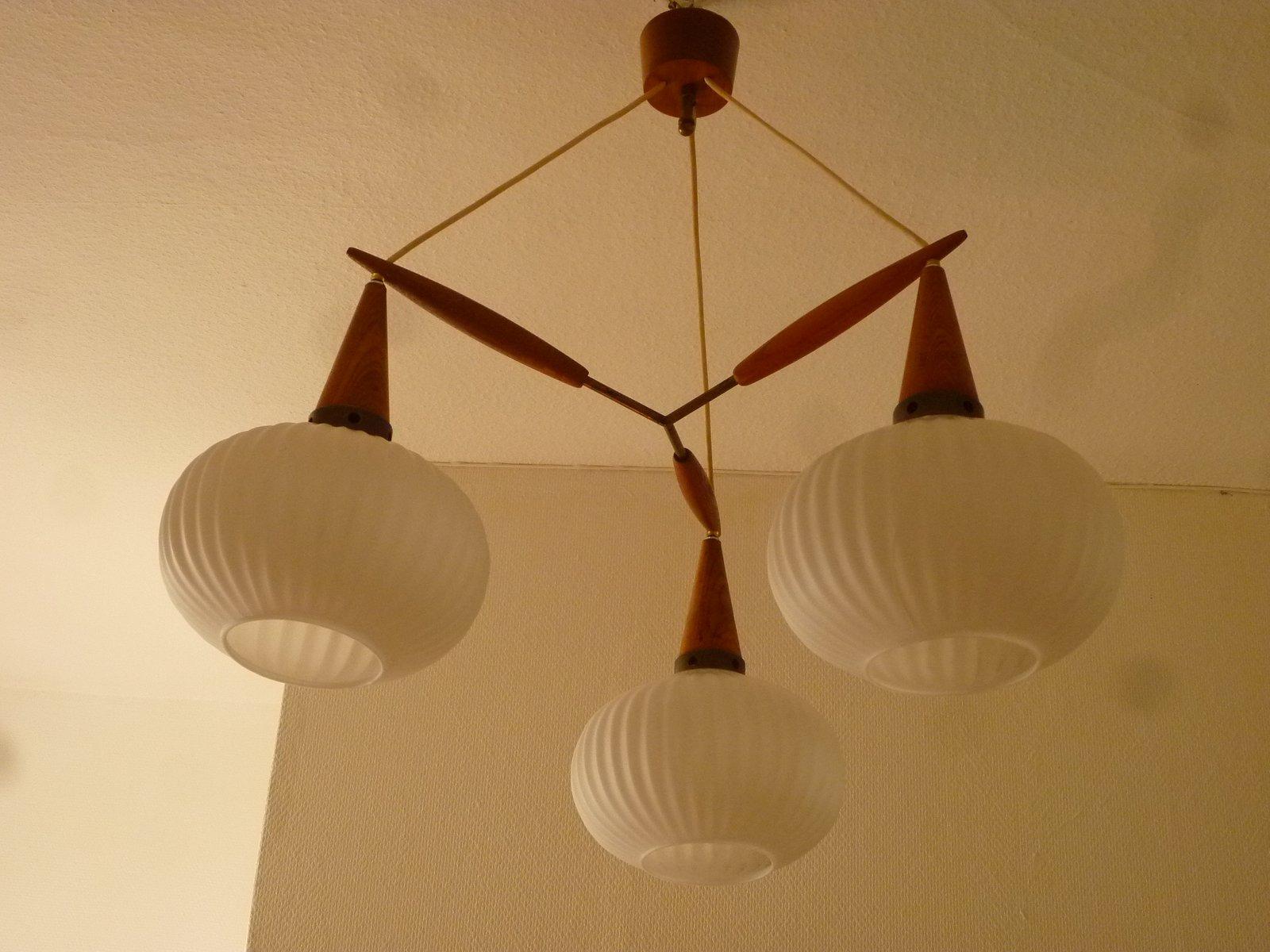 Mid-Century Deckenlampe aus Teak mit 3 Opalglaskugeln