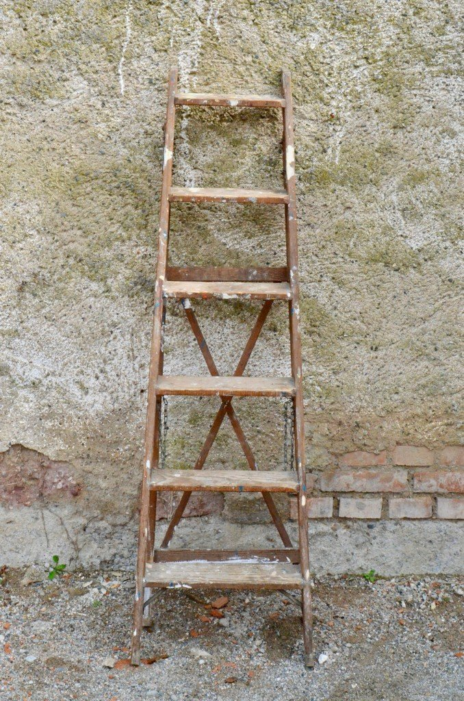 Retro Ladder Platform Antique Tools and Paint Bucket Stair Shelf in Beech Mid Century Vintage Industrial Design Nantes France 1950s.