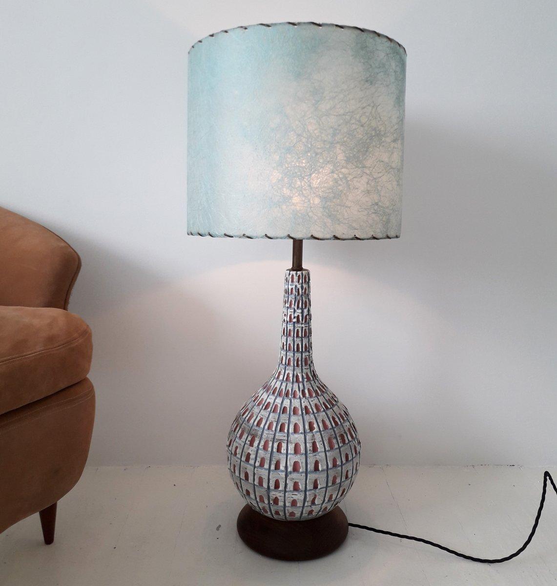 Große amerikanische Mid-Century Keramiklampe mit Nussholzfuß