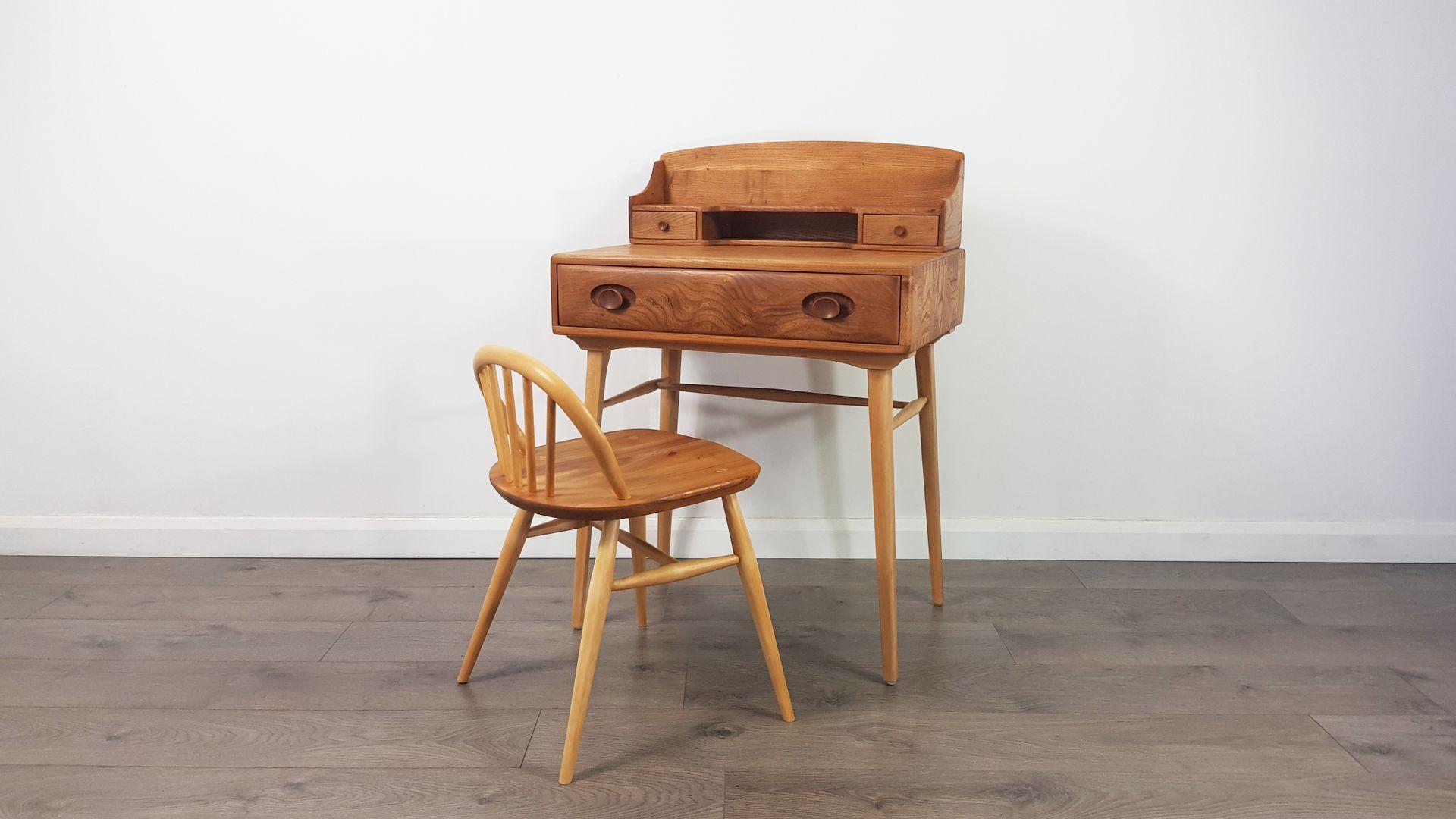 schreibtisch und hocker von lucian ercolani f r ercol 1960er bei pamono kaufen. Black Bedroom Furniture Sets. Home Design Ideas