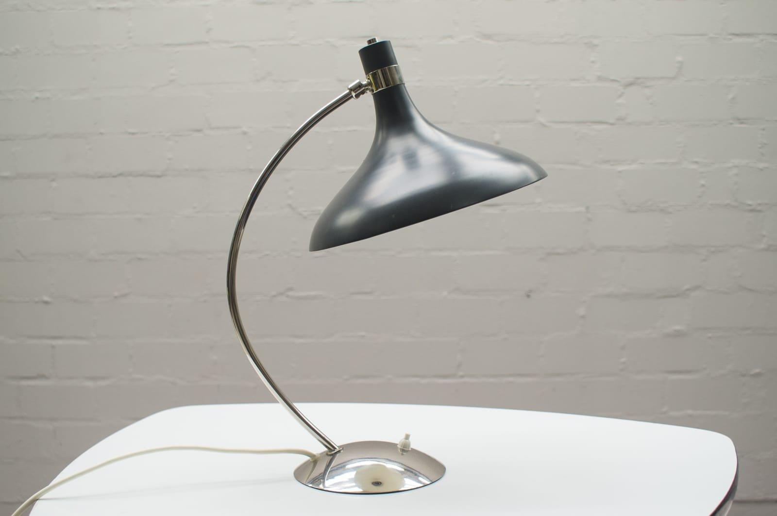 Mid-Century Tischlampe aus Metall, 1950er