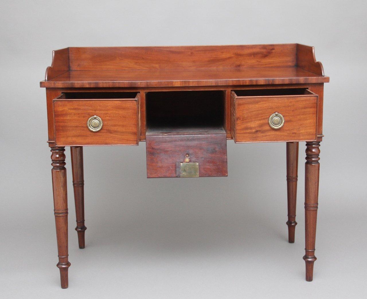 Antique Mahogany Writing Table - Antique Mahogany Writing Table For Sale At Pamono