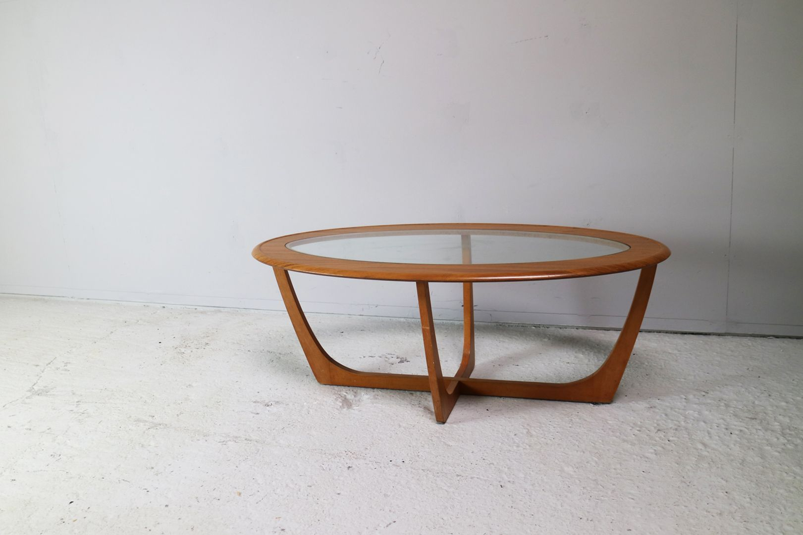 Oval coffee table 1970s