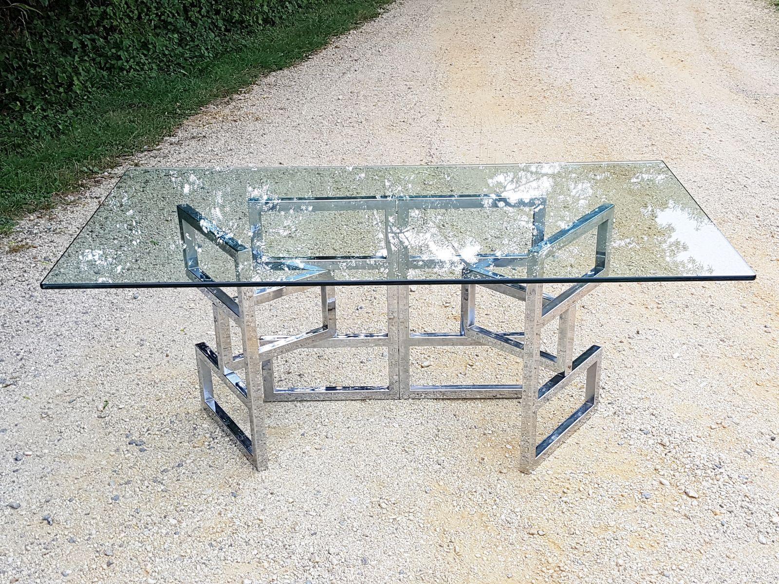 Architektonischer Esstisch aus Glas mit gegliedertem verchromtem Fuß, ...