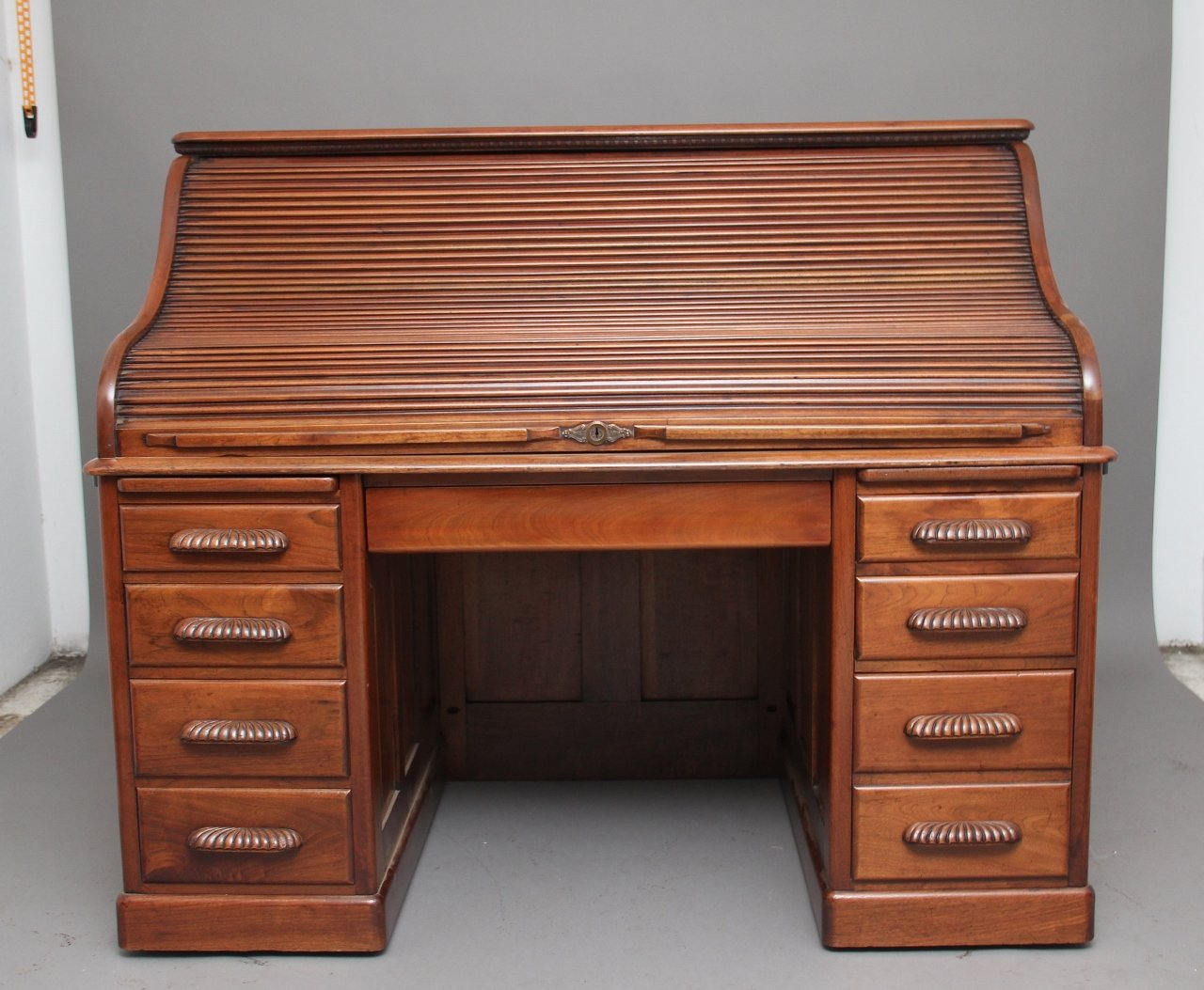 Antique Walnut Roll Top Desk, 1910s - Antique Walnut Roll Top Desk, 1910s For Sale At Pamono