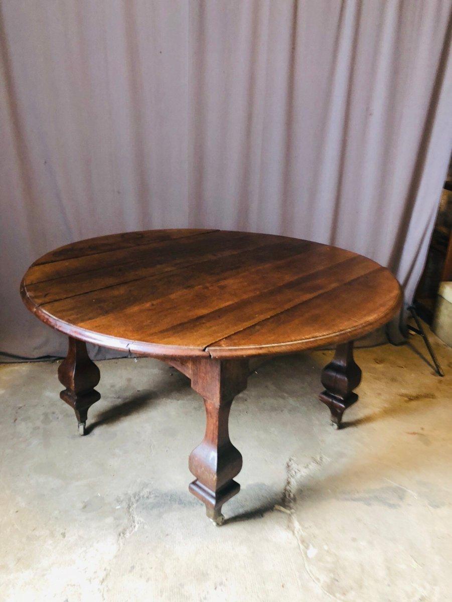 Mesa de comedor antigua redonda con ruedas en venta en Pamono