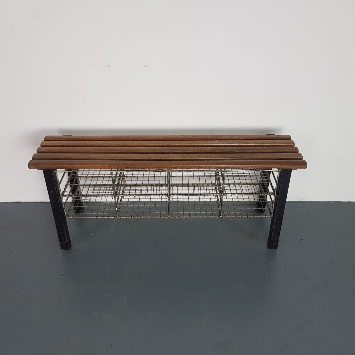 Vintage Shoe Rack Bench in Wire Mesh & Wood
