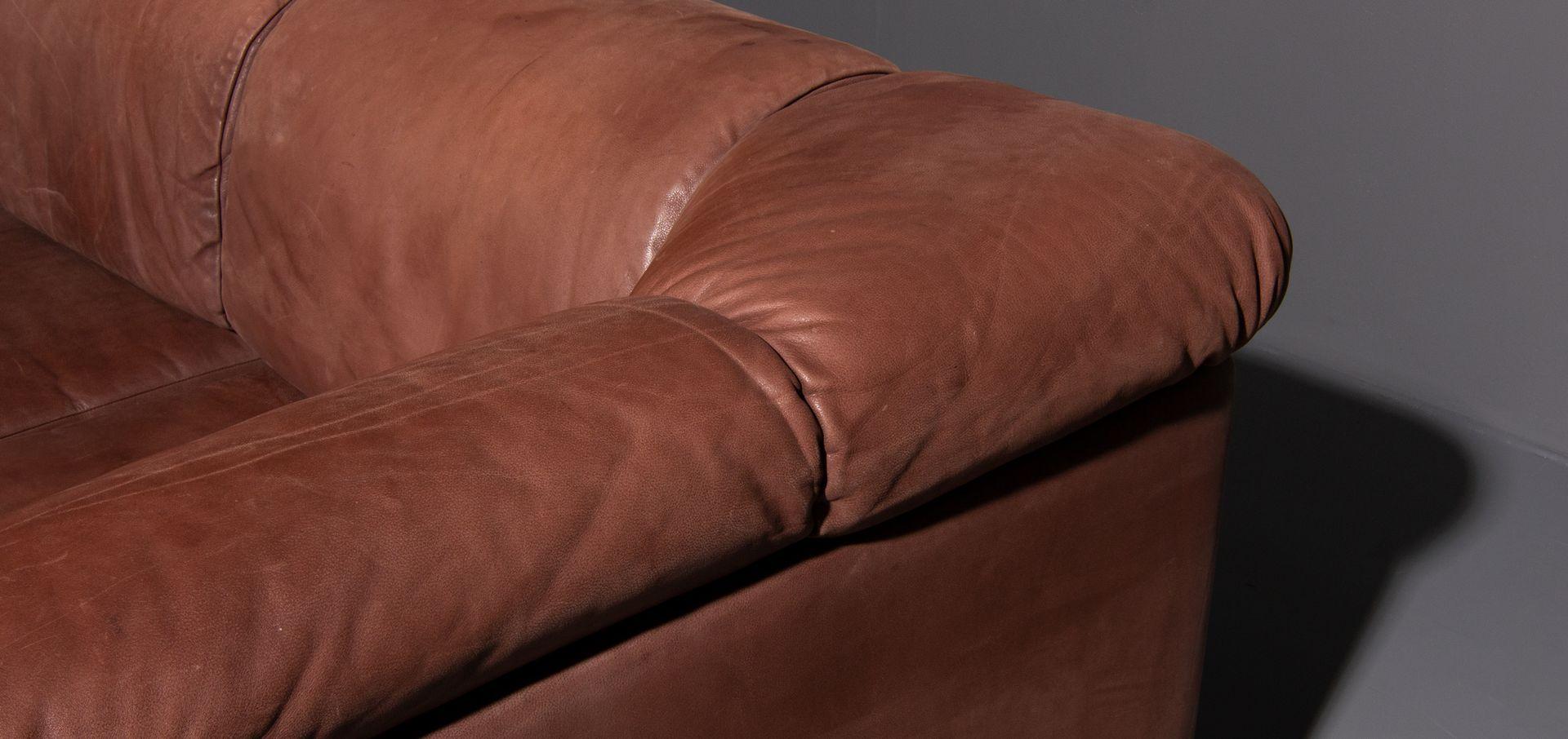 vintage 2 sitzer sofa aus geschliffenem leder in braun 1970er bei pamono kaufen. Black Bedroom Furniture Sets. Home Design Ideas