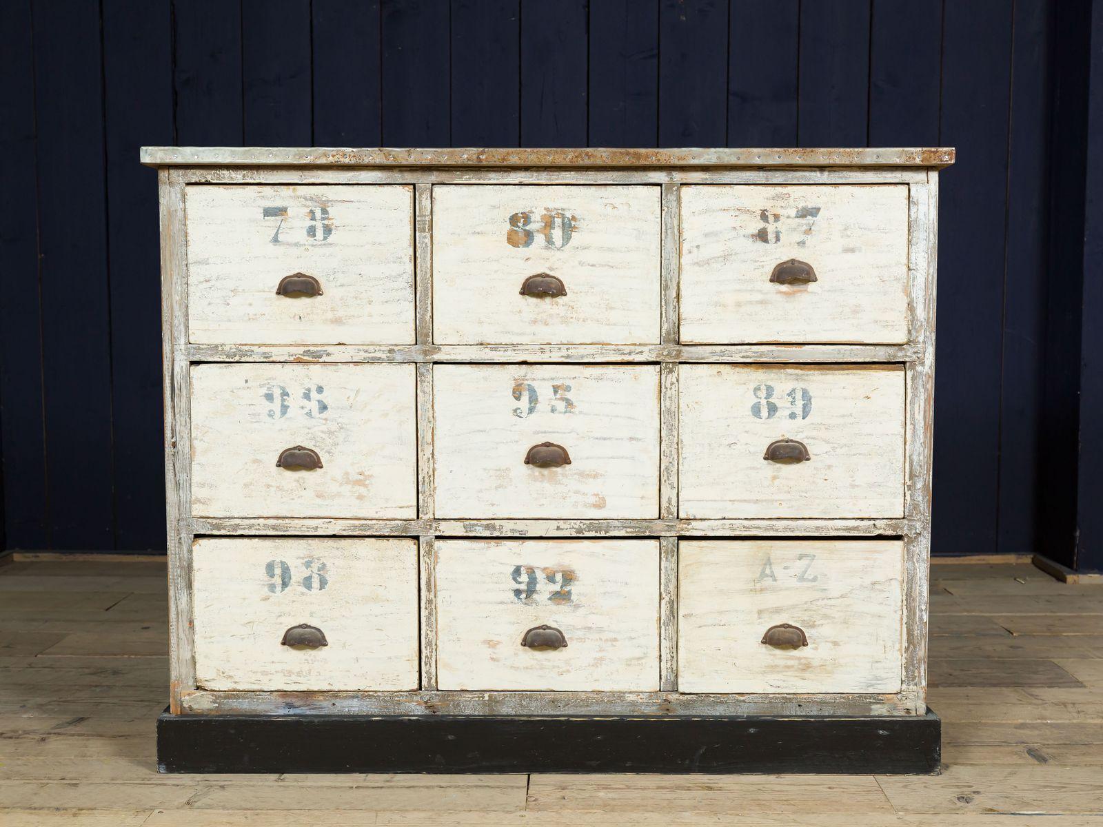 Armadio da farmacia antico in zinco in vendita su pamono