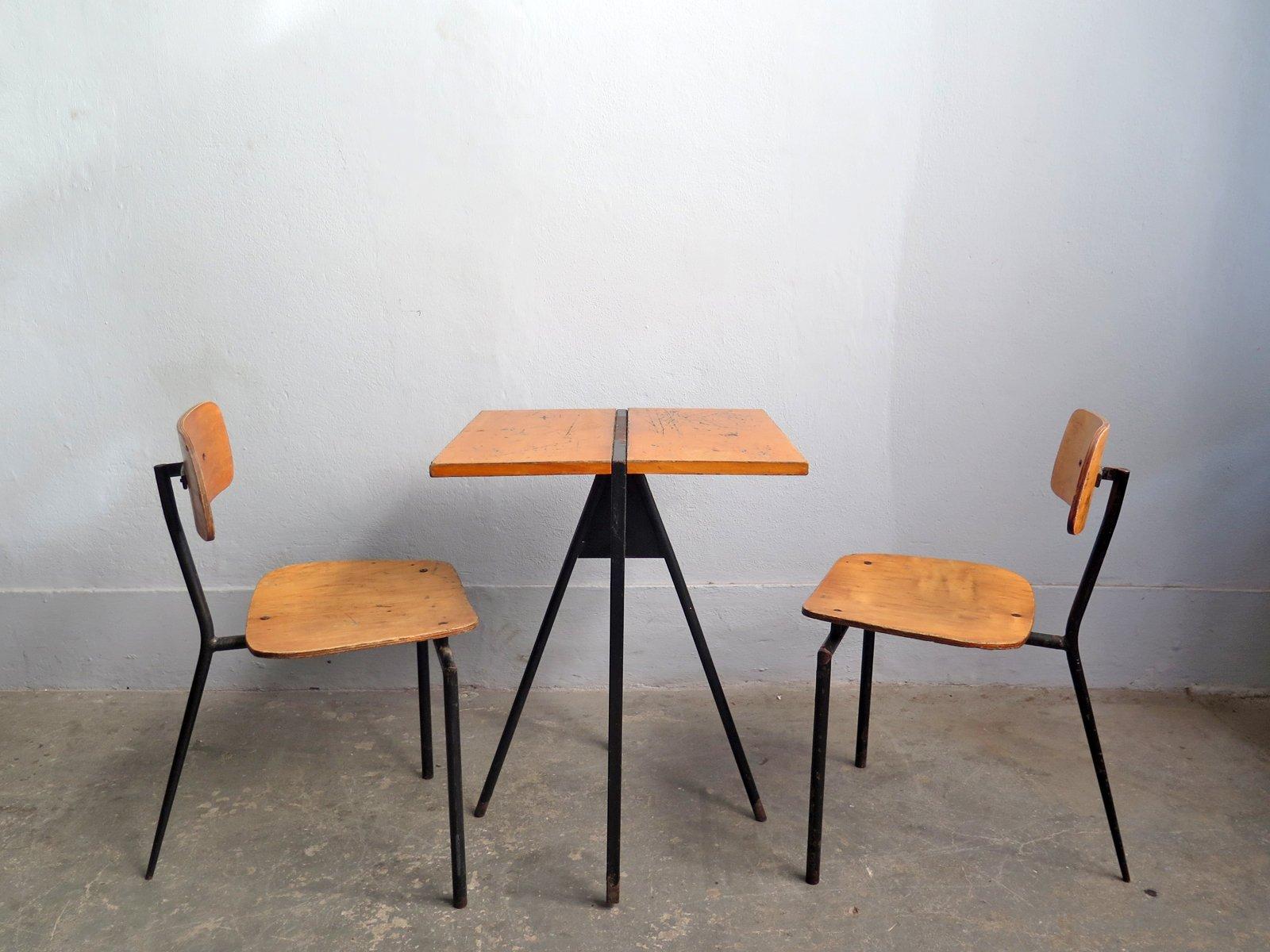 Vintage Bistrotisch und 2 Stühle