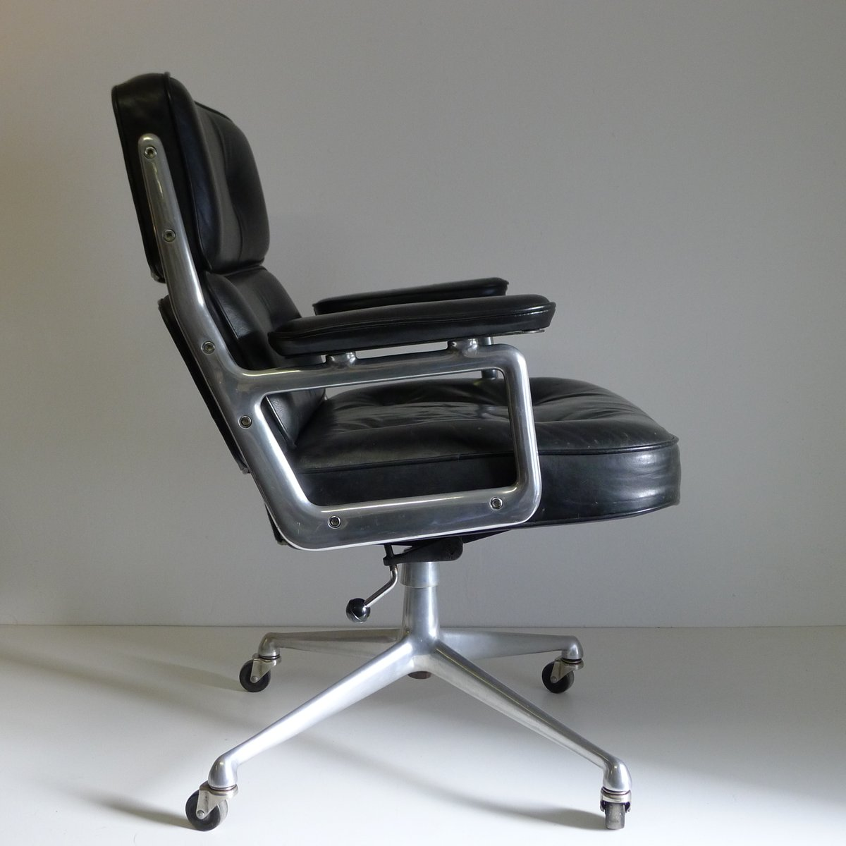 Es104 Time Life Lobby Chair By Ray Amp Charles Eames For