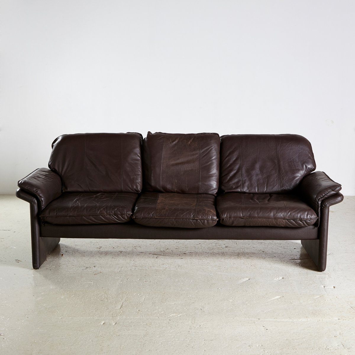Dunkelbraunes Vintage 3-Sitzer Sofa, 1960er