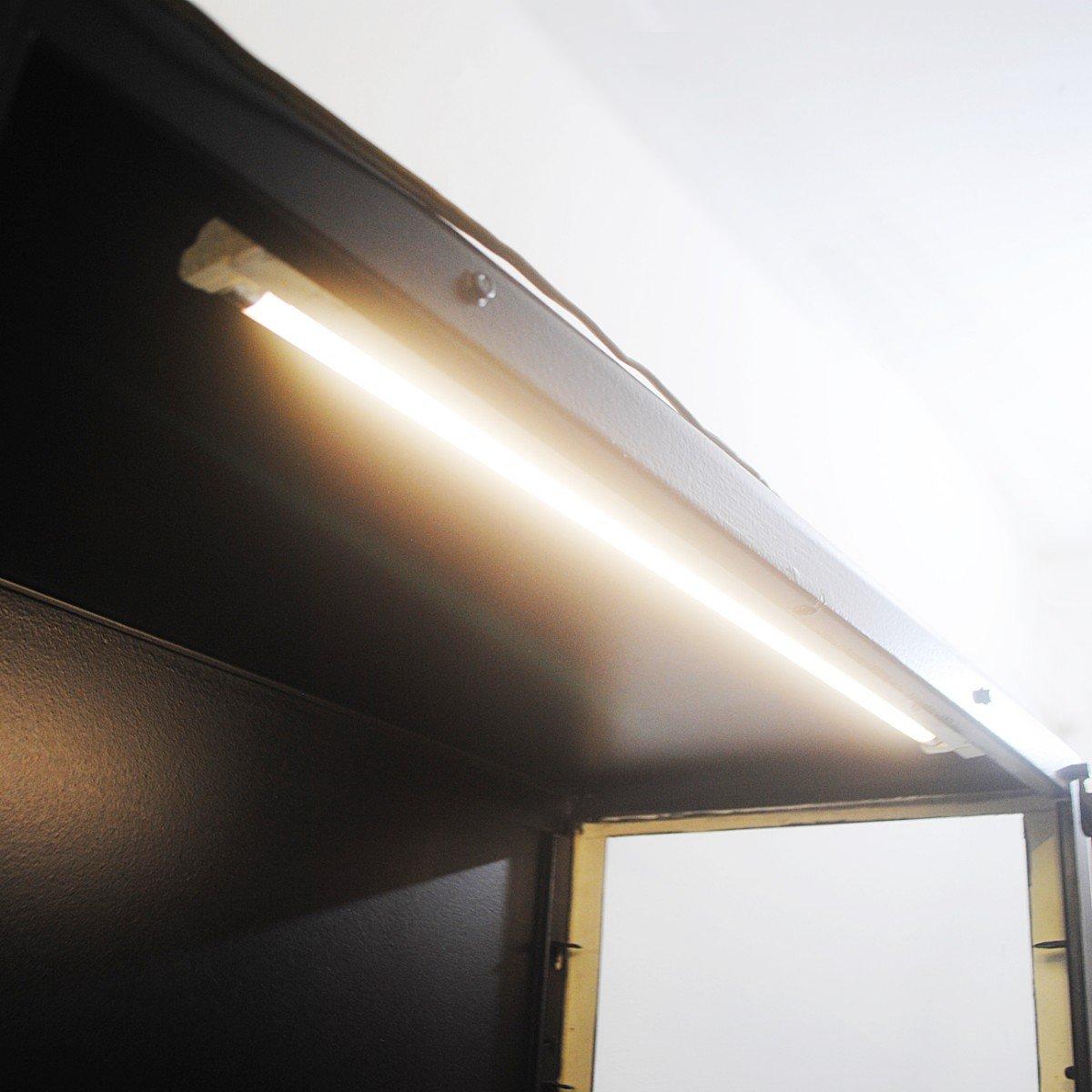vitrine mit beleuchtung 1970er bei pamono kaufen. Black Bedroom Furniture Sets. Home Design Ideas
