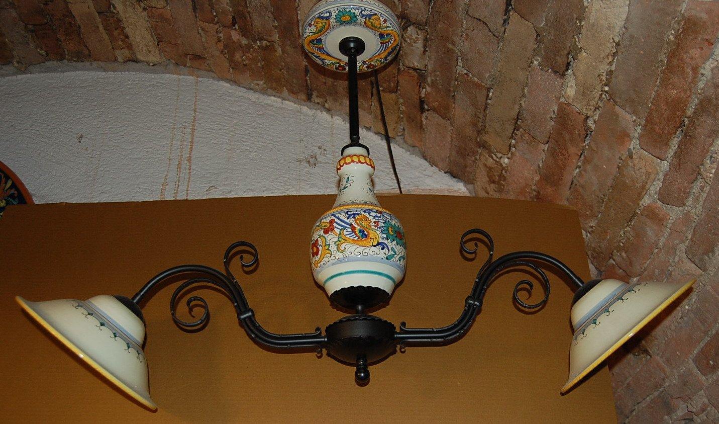 Italienischer Vintage Kronleuchter aus Eisen & Keramik