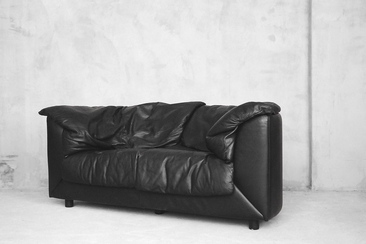 schwarzes 2 sitzer ledersofa von de sede 1980er bei. Black Bedroom Furniture Sets. Home Design Ideas