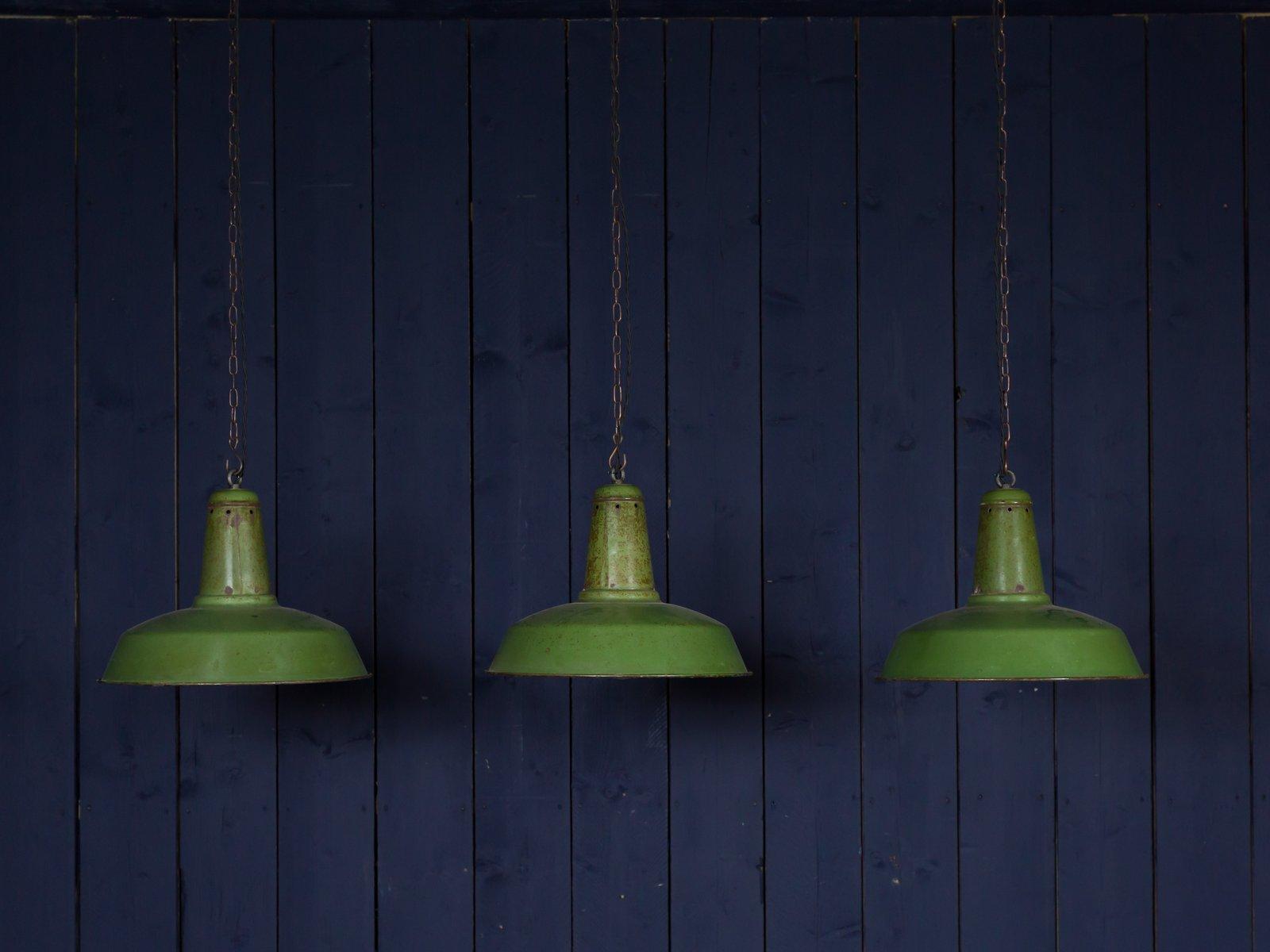 Vintage Lampe aus hellgrüner Emaille