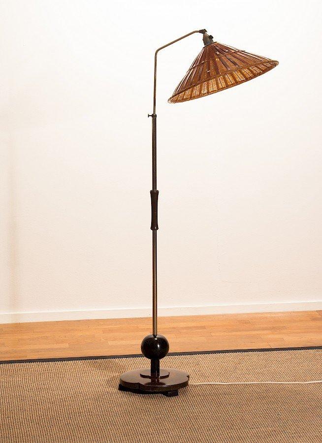 Art Deco Stehlampe aus Chrom mit Schirm aus Korbgeflecht, 1940er