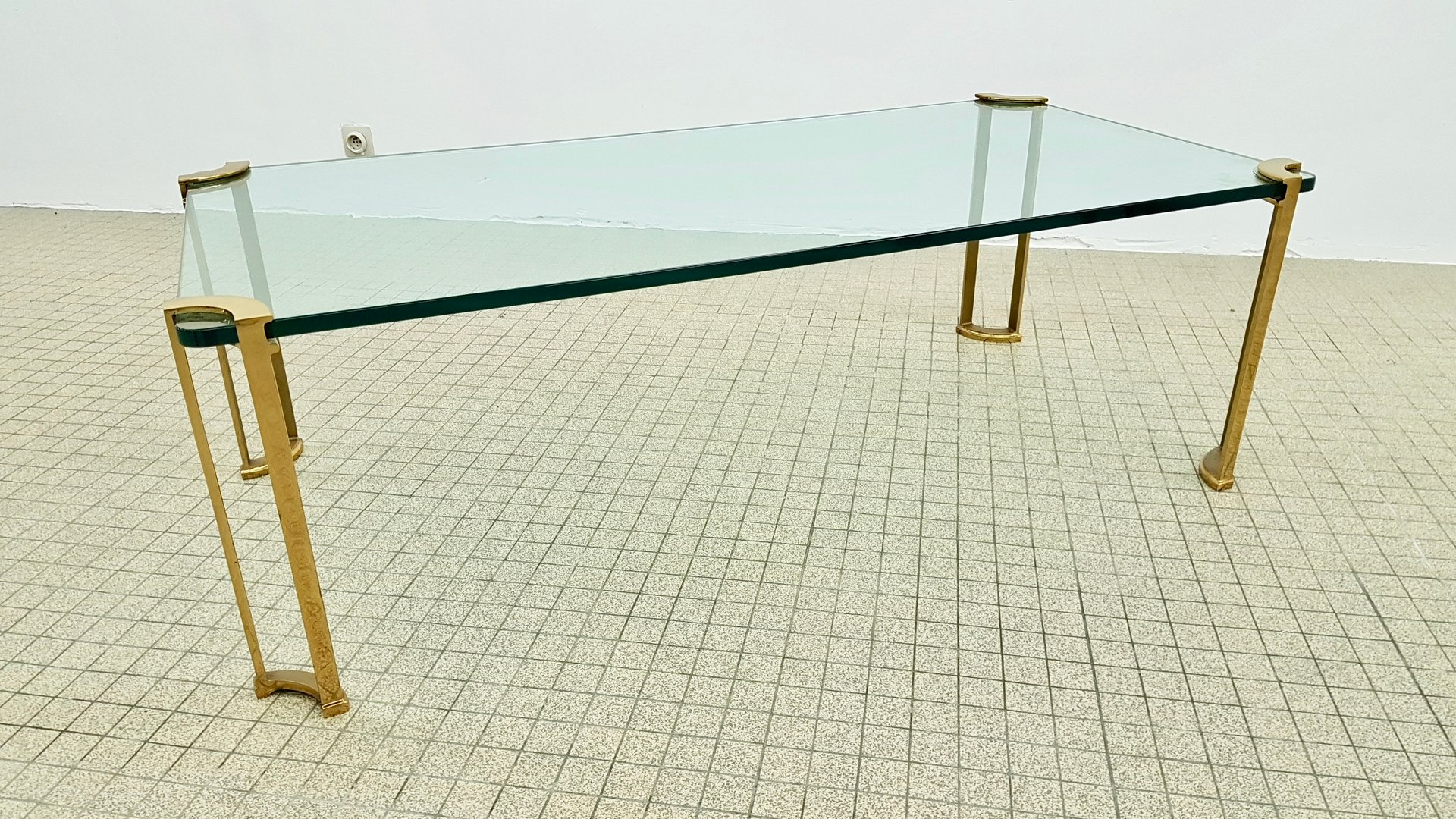 Brass and glass coffee table 1980s 6 1 20000 €