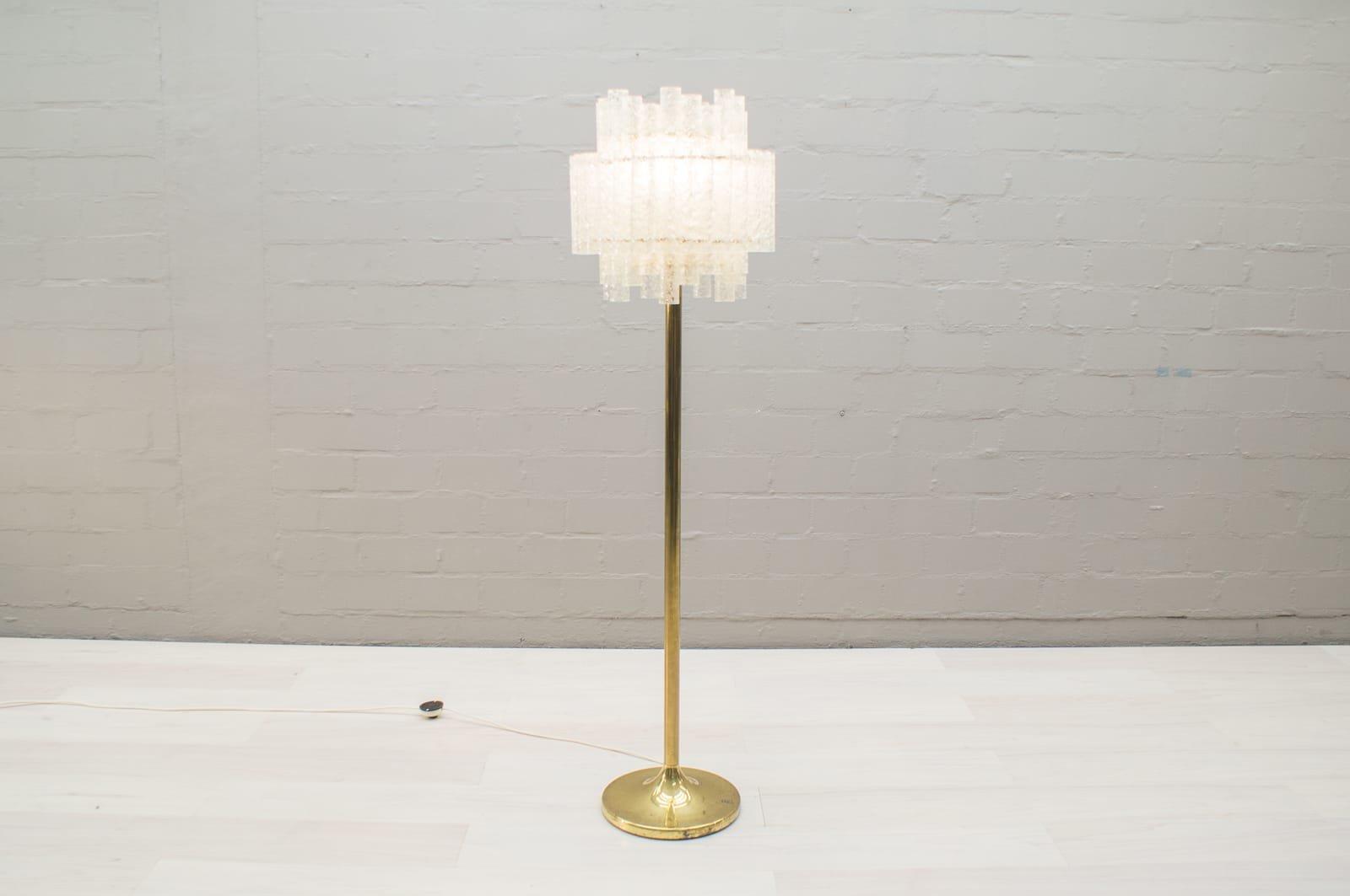 Lampada da terra in vetro e dorata di doria leuchten anni in