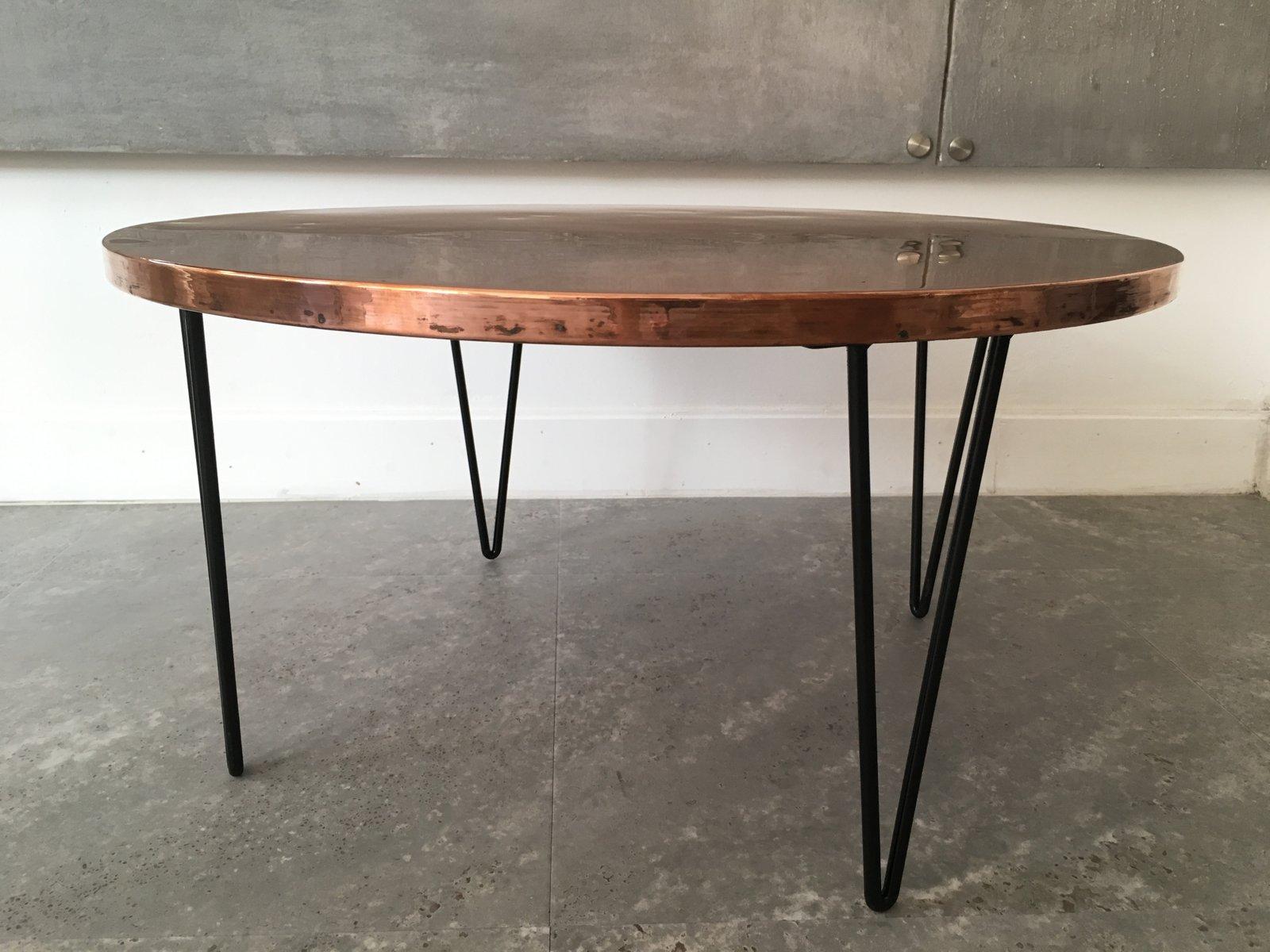 runder vintage tisch aus geh mmertem kupfer cafe konrad vib. Black Bedroom Furniture Sets. Home Design Ideas