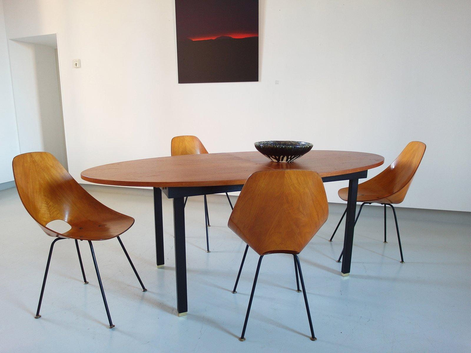Tavolo da pranzo ovale allungabile in teak ed ottone anni for Tavolo da pranzo ovale