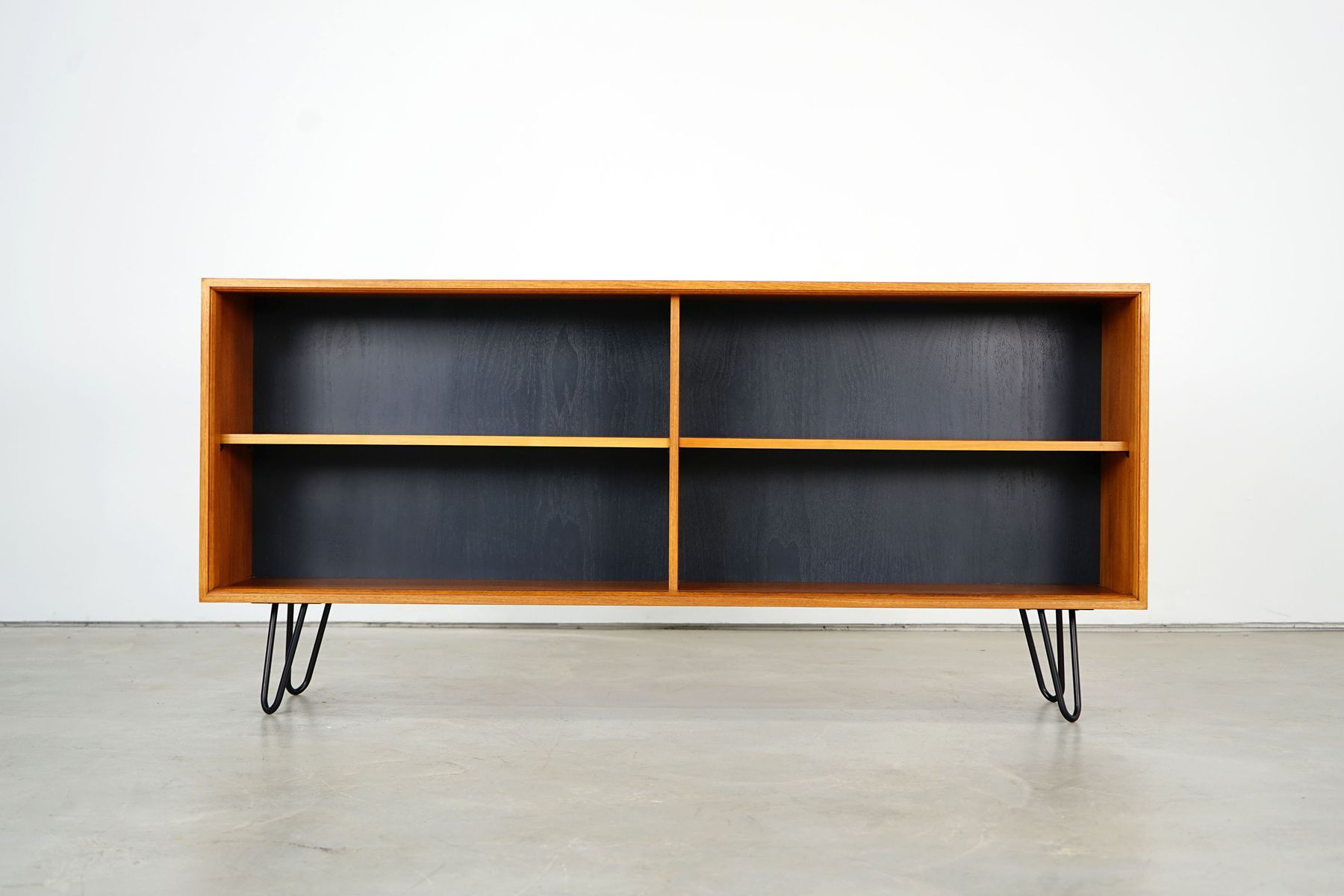 Sideboard aus Teak mit Pinlegs, 1960er