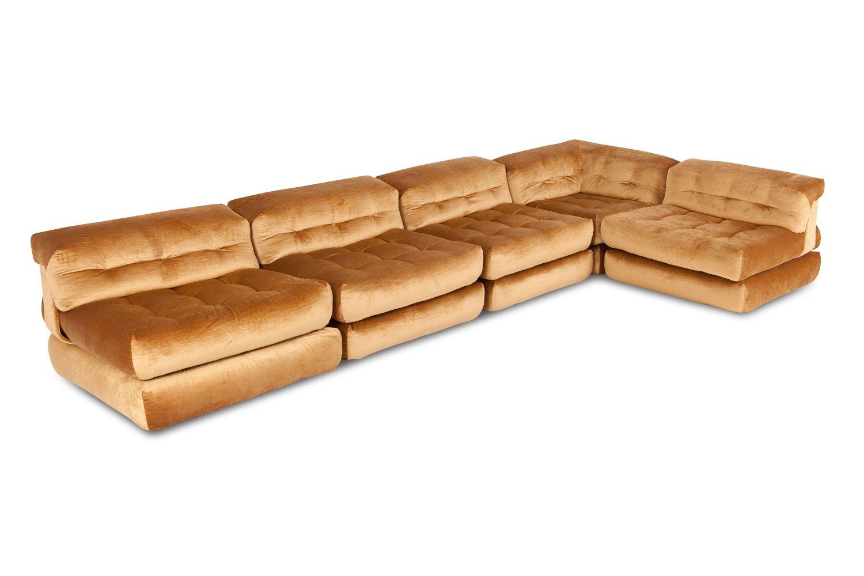 Superbe Modulares Vintage Mah Jong Sofa Mit Goldenem Samtbezug Von Roche Bobois Bei  Pamono Kaufen